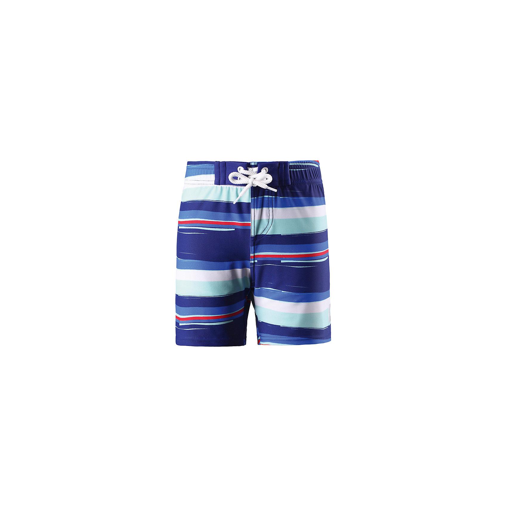 Шорты купальные Biitzi для мальчика ReimaОдежда<br>Характеристики товара:<br><br>• цвет: синий<br>• состав: 80% полиамид, 20% эластан<br>• фактор защиты от ультрафиолета: 50+<br>• для плавания и игр на пляже<br>• эластичная подкладка <br>• эластичный пояс<br>• декорированы принтом<br>• комфортная посадка<br>• страна производства: Китай<br>• страна бренда: Финляндия<br>• коллекция: весна-лето 2017<br><br>Одежда для купания может быть модной и комфортной одновременно! Удобные плавательные шорты SunProof помогут обеспечить ребенку комфорт - они не стесняют движения и обеспечивают защиту от ультрафиолета. Плавательные шорты сшиты из материала, который быстро сохнет. Модель стильно смотрится, отлично сочетается с различными головными уборами и обувью. Стильный дизайн разрабатывался специально для детей.<br><br>Одежда и обувь от финского бренда Reima пользуется популярностью во многих странах. Эти изделия стильные, качественные и удобные. Для производства продукции используются только безопасные, проверенные материалы и фурнитура. Порадуйте ребенка модными и красивыми вещами от Reima! <br><br>Шорты купальные для мальчика от финского бренда Reima (Рейма) можно купить в нашем интернет-магазине.<br><br>Ширина мм: 183<br>Глубина мм: 60<br>Высота мм: 135<br>Вес г: 119<br>Цвет: синий<br>Возраст от месяцев: 60<br>Возраст до месяцев: 72<br>Пол: Мужской<br>Возраст: Детский<br>Размер: 116,122,104,128,134,140,92,98,110<br>SKU: 5266567