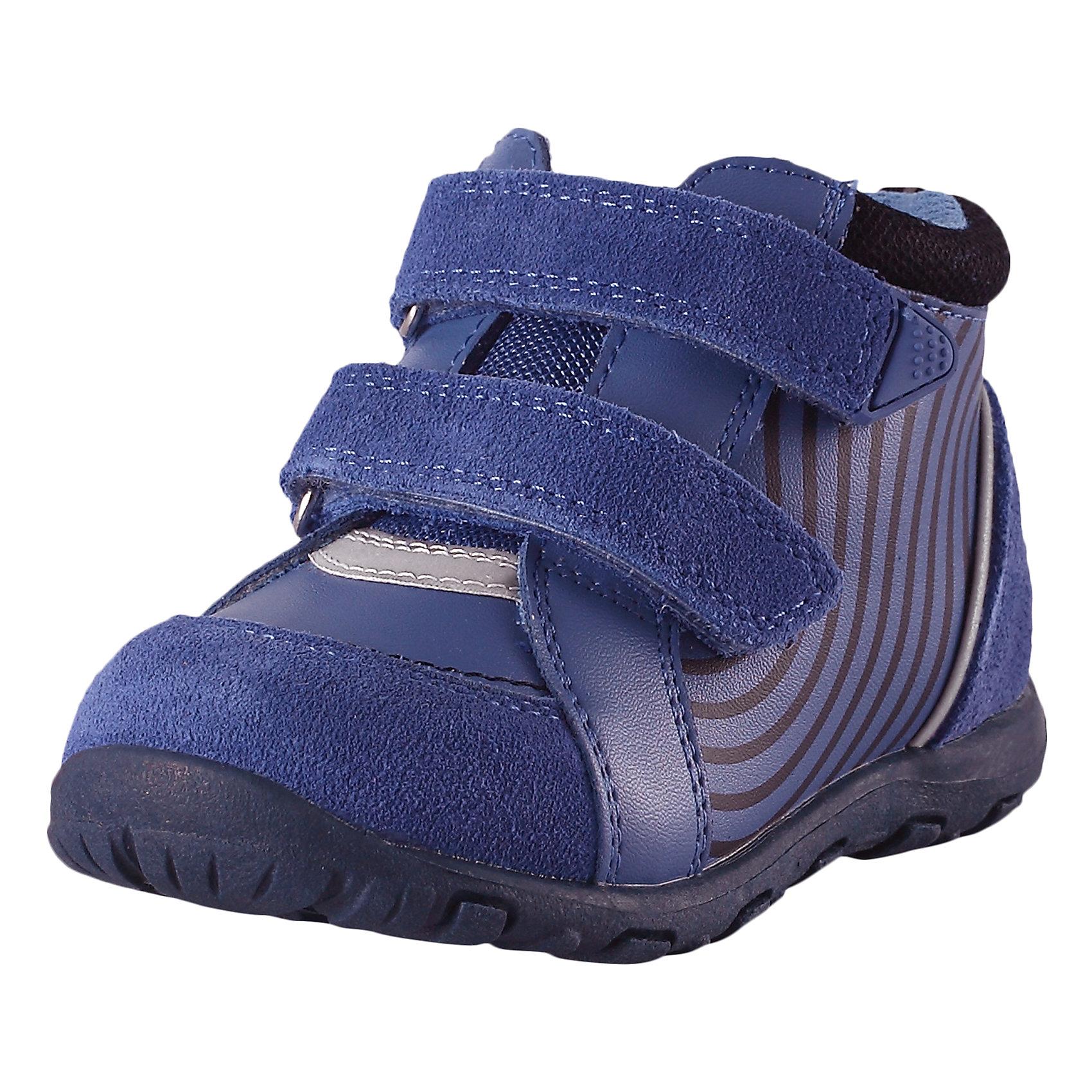 Полуботинки Lotte для мальчика ReimaОбувь<br>Характеристики товара:<br><br>• цвет: синий<br>• состав: верх - 60% полиуретан, 30% кожа, 10% полиэстер, подошва - 100% термопластичная резина<br>• застежка: липучка<br>• устойчивая подошва<br>• декорированы принтом<br>• усиленная пятка и носок<br>• светоотражающие детали<br>• страна производства: Китай<br>• страна бренда: Финляндия<br>• коллекция: весна-лето 2017<br><br>Детская обувь может быть модной и комфортной одновременно! Удобные стильные полуботинки помогут обеспечить ребенку комфорт и дополнить наряд. Они отлично смотрятся с различной одеждой. Полуботинки удобно сидят на ноге и аккуратно смотрятся. Легко чистятся и долго служат. Продуманная конструкция разрабатывалась специально для детей.<br><br>Одежда и обувь от финского бренда Reima пользуется популярностью во многих странах. Эти изделия стильные, качественные и удобные. Для производства продукции используются только безопасные, проверенные материалы и фурнитура. Порадуйте ребенка модными и красивыми вещами от Reima! <br><br>Полуботинки от финского бренда Reima (Рейма) можно купить в нашем интернет-магазине.<br><br>Ширина мм: 262<br>Глубина мм: 176<br>Высота мм: 97<br>Вес г: 427<br>Цвет: синий<br>Возраст от месяцев: 36<br>Возраст до месяцев: 48<br>Пол: Мужской<br>Возраст: Детский<br>Размер: 27,22,20,21,23,24,25,26<br>SKU: 5266747