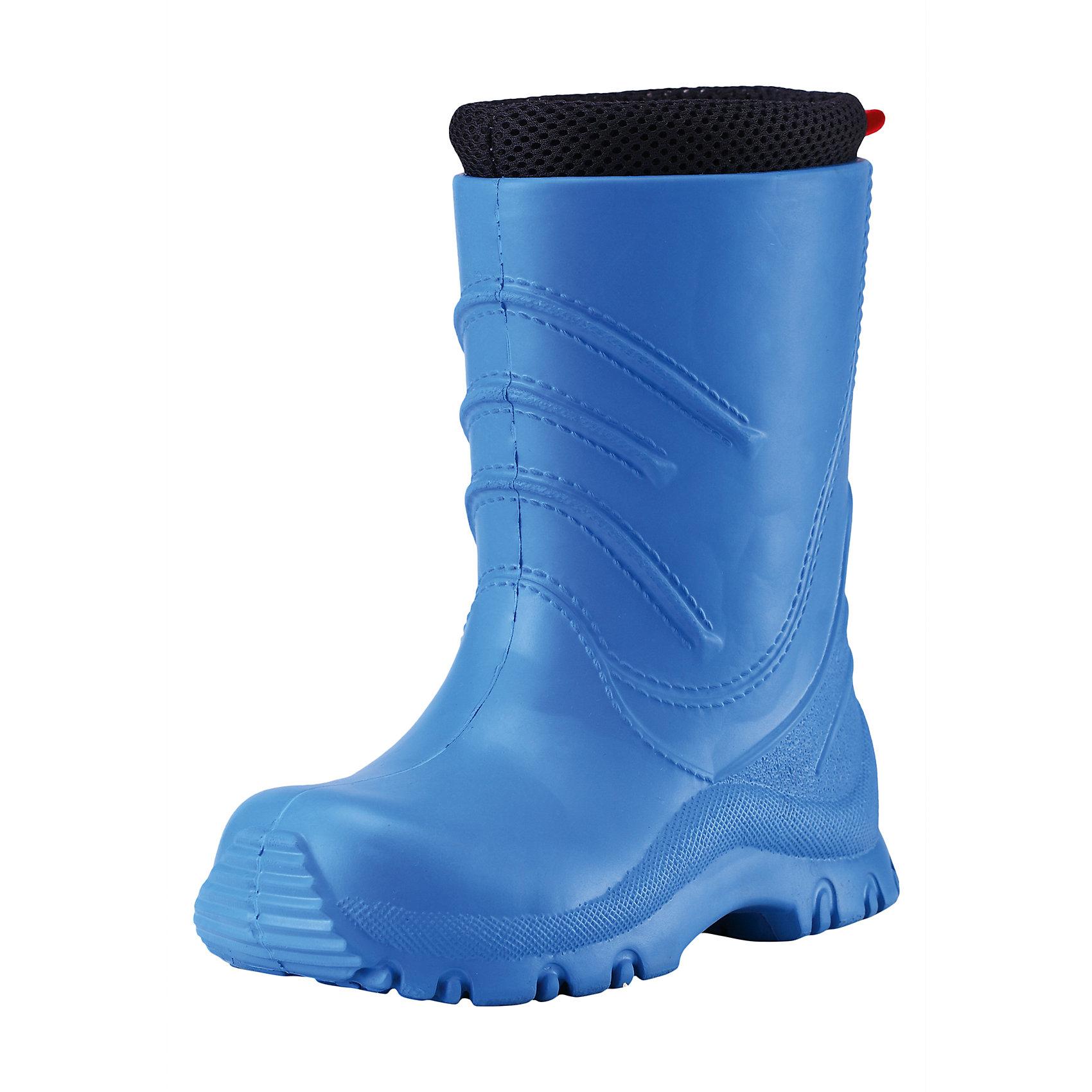 Резиновые сапоги Frillo Rainboot ReimaОбувь<br>Характеристики товара:<br><br>• цвет: голубой<br>• внешний материал: ЭВА<br>• внутренний материал: текстиль<br>• стелька: текстиль<br>• подошва: ЭВА<br>• температурный режим: от +5°до +20°С<br>• водонепроницаемая мембрана свыше 12000 мм<br>• водонепроницаемый материал<br>• съёмный внутренний сапожок<br>• можно носить как с сапожком так и без него<br>• очень лёгкие<br>• хорошее сцепление с поверхностью<br>• страна бренда: Финляндия<br>• страна производства: Китай<br><br>Детская обувь может быть модной и комфортной одновременно! Удобные стильные сапоги-веллингтоны помогут обеспечить ребенку комфорт во время непогоды и межсезонья. Они отлично смотрятся с различной одеждой. Сапоги очень легкие, удобно сидят на ноге и аккуратно смотрятся. Легко чистятся и долго служат. Продуманная конструкция разрабатывалась специально для детей.<br><br>Сапоги от финского бренда Reima (Рейма) можно купить в нашем интернет-магазине.<br><br>Ширина мм: 237<br>Глубина мм: 180<br>Высота мм: 152<br>Вес г: 438<br>Цвет: синий<br>Возраст от месяцев: 96<br>Возраст до месяцев: 108<br>Пол: Мужской<br>Возраст: Детский<br>Размер: 32,34,24,22,26,28,30<br>SKU: 5266774