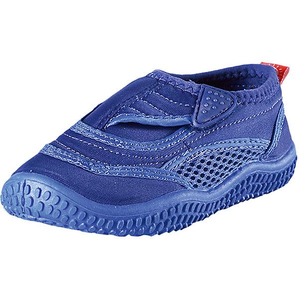 Коралловые тапочки Aqua для плавания Reima для мальчикаОбувь<br>Характеристики товара:<br><br>• цвет: синий<br>• состав: верх - ПЭ, подошва - термопластичная резина<br>• застежка: липучка<br>• устойчивая легкая подошва ЭВА<br>• модель из солнцезащитного материала SunProof<br>• съемные стельки с рисунком Happy Fit, помогающие определить размер<br>• фактор защиты от ультрафиолета: 50+<br>• хорошее сцепление с поверхностью<br>• можно стирать в машине при температуре 30 °C<br>• страна производства: Китай<br>• страна бренда: Финляндия<br>• коллекция: весна-лето 2017<br><br>Детская обувь может быть модной и комфортной одновременно! Удобные стильные сандали для плавания помогут обеспечить ребенку комфорт и дополнить наряд. Они отлично смотрятся с различной одеждой. Сандали для плавания удобно сидят на ноге и аккуратно смотрятся. Легко чистятся и долго служат. Продуманная конструкция разрабатывалась специально для детей.<br><br>Одежда и обувь от финского бренда Reima пользуется популярностью во многих странах. Эти изделия стильные, качественные и удобные. Для производства продукции используются только безопасные, проверенные материалы и фурнитура. Порадуйте ребенка модными и красивыми вещами от Reima! <br><br>Сандали для плавания от финского бренда Reima (Рейма) можно купить в нашем интернет-магазине.<br>Ширина мм: 227; Глубина мм: 145; Высота мм: 124; Вес г: 325; Цвет: синий; Возраст от месяцев: 132; Возраст до месяцев: 144; Пол: Мужской; Возраст: Детский; Размер: 35,26,24,38,37,34,33,32,31,25,27,30,29,28,36; SKU: 5266933;