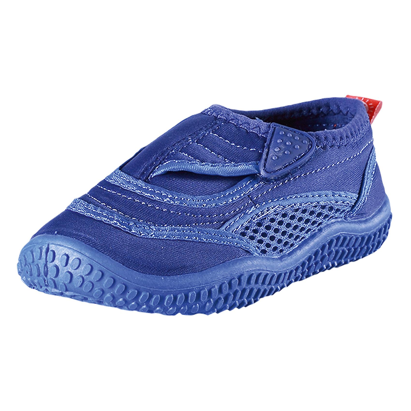 Коралловые тапочки Aqua для плавания ReimaЛови волну<br>Характеристики товара:<br><br>• цвет: синий<br>• состав: верх - ПЭ, подошва - термопластичная резина<br>• застежка: липучка<br>• устойчивая легкая подошва ЭВА<br>• модель из солнцезащитного материала SunProof<br>• съемные стельки с рисунком Happy Fit, помогающие определить размер<br>• фактор защиты от ультрафиолета: 50+<br>• хорошее сцепление с поверхностью<br>• можно стирать в машине при температуре 30 °C<br>• страна производства: Китай<br>• страна бренда: Финляндия<br>• коллекция: весна-лето 2017<br><br>Детская обувь может быть модной и комфортной одновременно! Удобные стильные сандали для плавания помогут обеспечить ребенку комфорт и дополнить наряд. Они отлично смотрятся с различной одеждой. Сандали для плавания удобно сидят на ноге и аккуратно смотрятся. Легко чистятся и долго служат. Продуманная конструкция разрабатывалась специально для детей.<br><br>Одежда и обувь от финского бренда Reima пользуется популярностью во многих странах. Эти изделия стильные, качественные и удобные. Для производства продукции используются только безопасные, проверенные материалы и фурнитура. Порадуйте ребенка модными и красивыми вещами от Reima! <br><br>Сандали для плавания от финского бренда Reima (Рейма) можно купить в нашем интернет-магазине.<br><br>Ширина мм: 227<br>Глубина мм: 145<br>Высота мм: 124<br>Вес г: 325<br>Цвет: синий<br>Возраст от месяцев: 21<br>Возраст до месяцев: 24<br>Пол: Мужской<br>Возраст: Детский<br>Размер: 31,32,30,27,25,26,33,36,34,28,35,29,37,38,24<br>SKU: 5266933