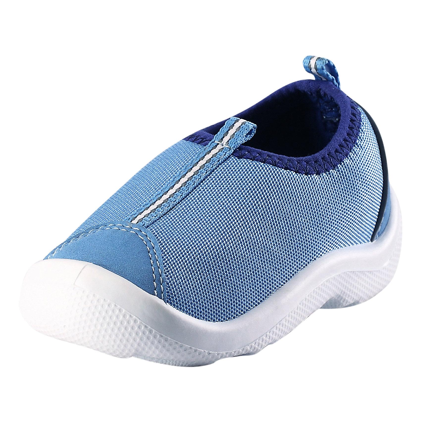 Кроссовки ReimaОбувь<br>Кроссовки  от финского бренда Reima<br>Обувь для малышей. Верх из текстиля. Простой в уходе материал верха защищает от брызг. Прочная, не оставляющая следов подошва обладает антистатическим эффектом. Немаркирующие подошвы. Подкладка из лайкры для удобства использования. Съемные стельки с рисунком Happy Fit, которые помогают определить размер. Легко надеваются на ноги. Можно стирать в машине при температуре 30 °C.<br>Состав:<br>Подошва: Термопластичная резина,  Верх: ПЭ<br><br>Уход:<br>Храните обувь в вертикальном положении при комнатной температуре. Сушить обувь всегда следует при комнатной температуре: вынув съемные стельки. Стельки следует время от времени заменять на новые. Налипшую грязь можно счищать щеткой или влажной тряпкой. Перед использованием обувь рекомендуется обрабатывать специальными защитными средствами.<br><br>Ширина мм: 227<br>Глубина мм: 145<br>Высота мм: 124<br>Вес г: 325<br>Цвет: синий<br>Возраст от месяцев: 9<br>Возраст до месяцев: 12<br>Пол: Унисекс<br>Возраст: Детский<br>Размер: 20,26,27,21,22,23,24,25<br>SKU: 5267277