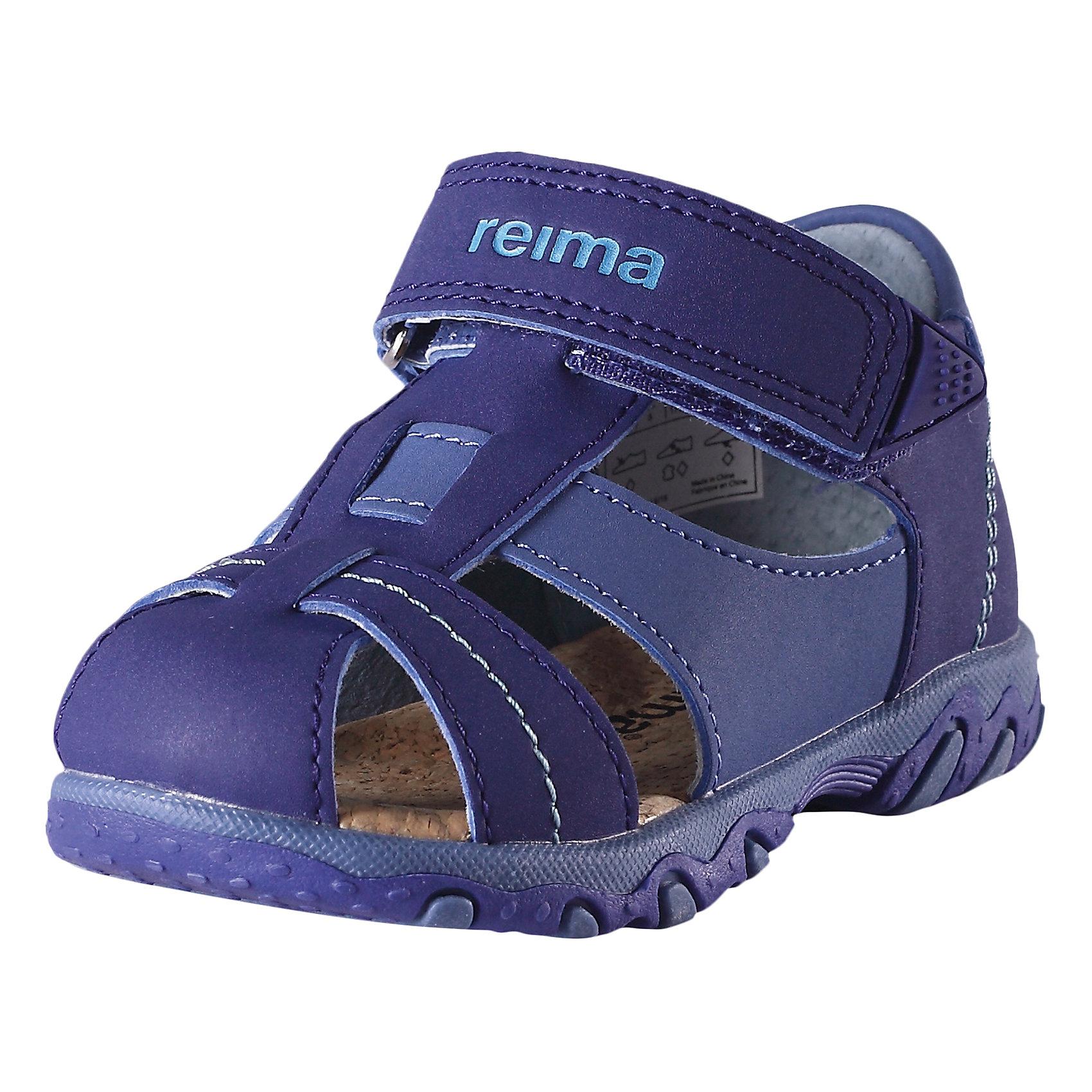 Сандалии для мальчика ReimaСандалии  от финского бренда Reima<br>Сандалии для детей и малышей. Верх из синтетического материала. Подошва из термопластичного каучука обеспечивает хорошее сцепление с поверхностью. Подкладка из натуральной кожи. Эргономичная и приятная на ощупь стелька из пробки. Сандалии для малышей, которые только начинают ходить. Застежки на липучках обеспечивают простоту использования.<br>Состав:<br>Подошва: Термопластичная резина, Верх: ПУ<br><br>Уход:<br>Храните обувь в вертикальном положении при комнатной температуре. Сушить обувь всегда следует при комнатной температуре: вынув съемные стельки. Стельки следует время от времени заменять на новые. Налипшую грязь можно счищать щеткой или влажной тряпкой. Перед использованием обувь рекомендуется обрабатывать специальными защитными средствами.<br><br>Ширина мм: 219<br>Глубина мм: 154<br>Высота мм: 121<br>Вес г: 343<br>Цвет: синий<br>Возраст от месяцев: 24<br>Возраст до месяцев: 36<br>Пол: Мужской<br>Возраст: Детский<br>Размер: 26,24,25,23,22,21,20,27<br>SKU: 5267295