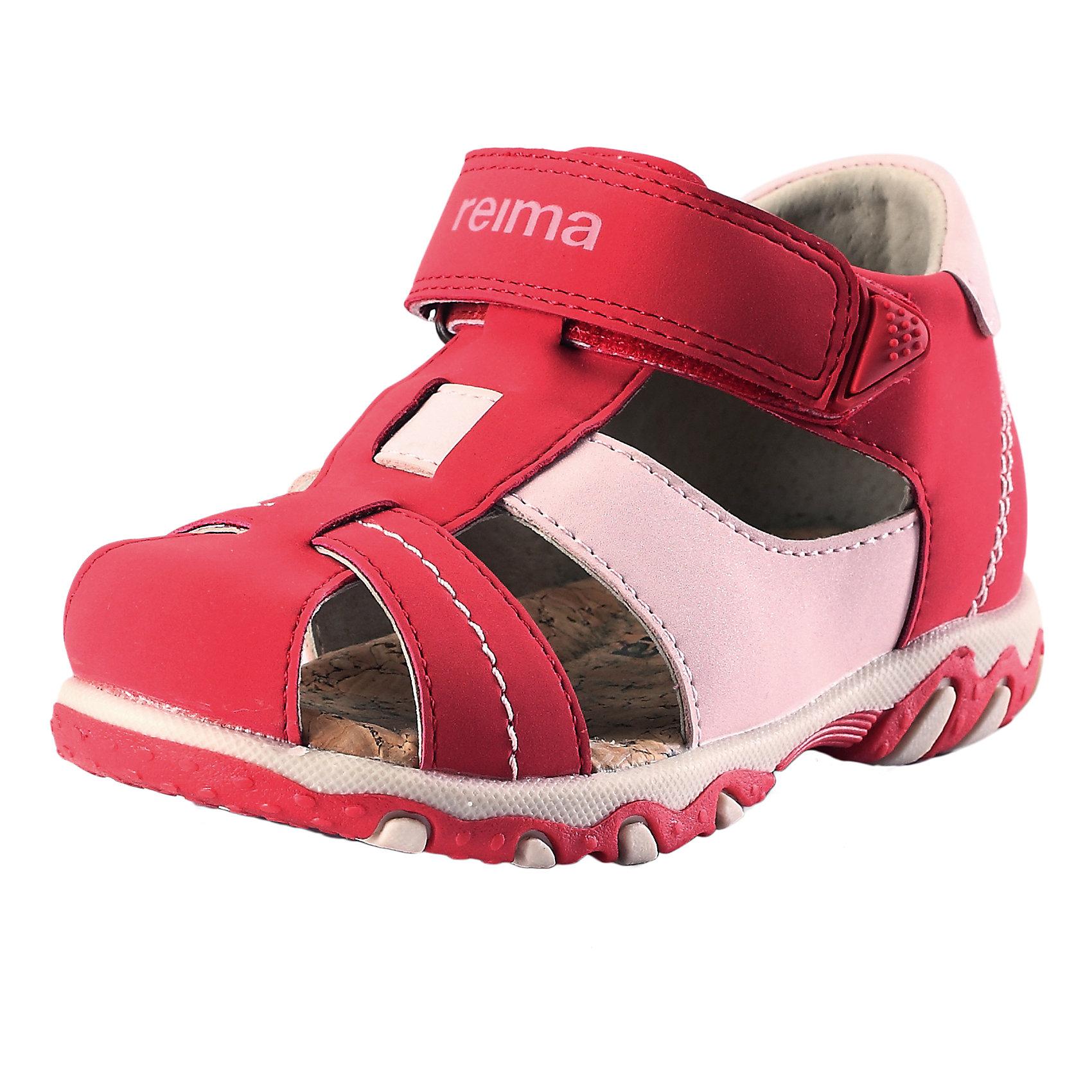Сандалии для девочки ReimaСандалии  от финского бренда Reima<br>Сандалии для детей и малышей. Верх из синтетического материала. Подошва из термопластичного каучука обеспечивает хорошее сцепление с поверхностью. Подкладка из натуральной кожи. Эргономичная и приятная на ощупь стелька из пробки. Сандалии для малышей, которые только начинают ходить. Застежки на липучках обеспечивают простоту использования.<br>Состав:<br>Подошва: Термопластичная резина, Верх: ПУ<br><br>Уход:<br>Храните обувь в вертикальном положении при комнатной температуре. Сушить обувь всегда следует при комнатной температуре: вынув съемные стельки. Стельки следует время от времени заменять на новые. Налипшую грязь можно счищать щеткой или влажной тряпкой. Перед использованием обувь рекомендуется обрабатывать специальными защитными средствами.<br><br>Ширина мм: 219<br>Глубина мм: 154<br>Высота мм: 121<br>Вес г: 343<br>Цвет: розовый<br>Возраст от месяцев: 24<br>Возраст до месяцев: 36<br>Пол: Женский<br>Возраст: Детский<br>Размер: 26,27,25,24,23,22,21,20<br>SKU: 5267304