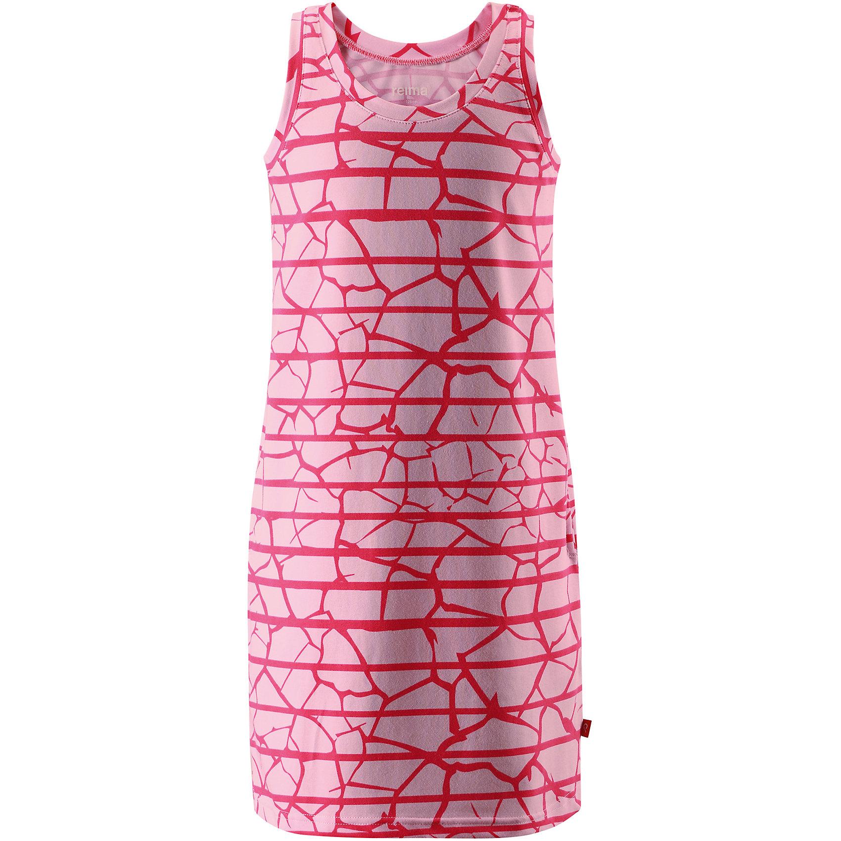 Платье Helle для девочки ReimaОдежда<br>Характеристики товара:<br><br>• цвет: розовый<br>• состав: 65% хлопок, 30% полиэстер, 5% эластан<br>• фактор защиты от ультрафиолета: 40+<br>• быстросохнущий, очень приятный на ощупь материал Play Jersey<br>• приятная на ощупь хлопковая поверхность<br>• влагоотводящая изнаночная сторона<br>• без рукавов<br>• страна бренда: Финляндия<br>• страна изготовитель: Китай<br><br>Одежда может быть модной и комфортной одновременно! Удобное симпатичное платье поможет обеспечить ребенку комфорт - оно не стесняет движения и удобно сидит.<br><br>Уход:<br><br>• стирать и гладить, вывернув наизнанку<br>• стирать с бельем одинакового цвета<br>• стирать моющим средством, не содержащим отбеливающие вещества<br>• полоскать без специального средства<br>• придать первоначальную форму вo влажном виде.<br><br>Платье для девочки от финского бренда Reima (Рейма) можно купить в нашем интернет-магазине.<br><br>Ширина мм: 236<br>Глубина мм: 16<br>Высота мм: 184<br>Вес г: 177<br>Цвет: розовый<br>Возраст от месяцев: 120<br>Возраст до месяцев: 132<br>Пол: Женский<br>Возраст: Детский<br>Размер: 146,122,152,164,104,110,116,158,128,134,140<br>SKU: 5267461