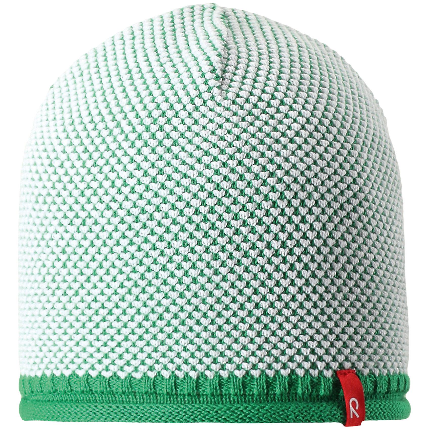 Шапка Seilori для мальчика ReimaШапки и шарфы<br>Характеристики товара:<br><br>• цвет: зеленый<br>• состав: 100% хлопок<br>• температурный режим: от +10С<br>• эластичный хлопковый трикотаж<br>• изделие сертифицированно по стандарту Oeko-Tex на продукцию класса 2 - одежда, контактирующая с кожей<br>• облегчённая модель без подкладки<br>• эмблема Reima спереди<br>• декоративная структурная вязка<br>• страна бренда: Финляндия<br>• страна производства: Китай<br><br>Детский головной убор может быть модным и удобным одновременно! Стильная шапка поможет обеспечить ребенку комфорт и дополнить наряд. Шапка удобно сидит и аккуратно выглядит. Проста в уходе, долго служит. Стильный дизайн разрабатывался специально для детей. Отличная защита от дождя и ветра!<br><br>Уход:<br><br>• стирать по отдельности, вывернув наизнанку<br>• придать первоначальную форму вo влажном виде<br>• возможна усадка 5 %.<br><br>Шапку для мальчика от финского бренда Reima (Рейма) можно купить в нашем интернет-магазине.<br><br>Ширина мм: 89<br>Глубина мм: 117<br>Высота мм: 44<br>Вес г: 155<br>Цвет: зеленый<br>Возраст от месяцев: 84<br>Возраст до месяцев: 144<br>Пол: Мужской<br>Возраст: Детский<br>Размер: 56,50,52,54<br>SKU: 5267799