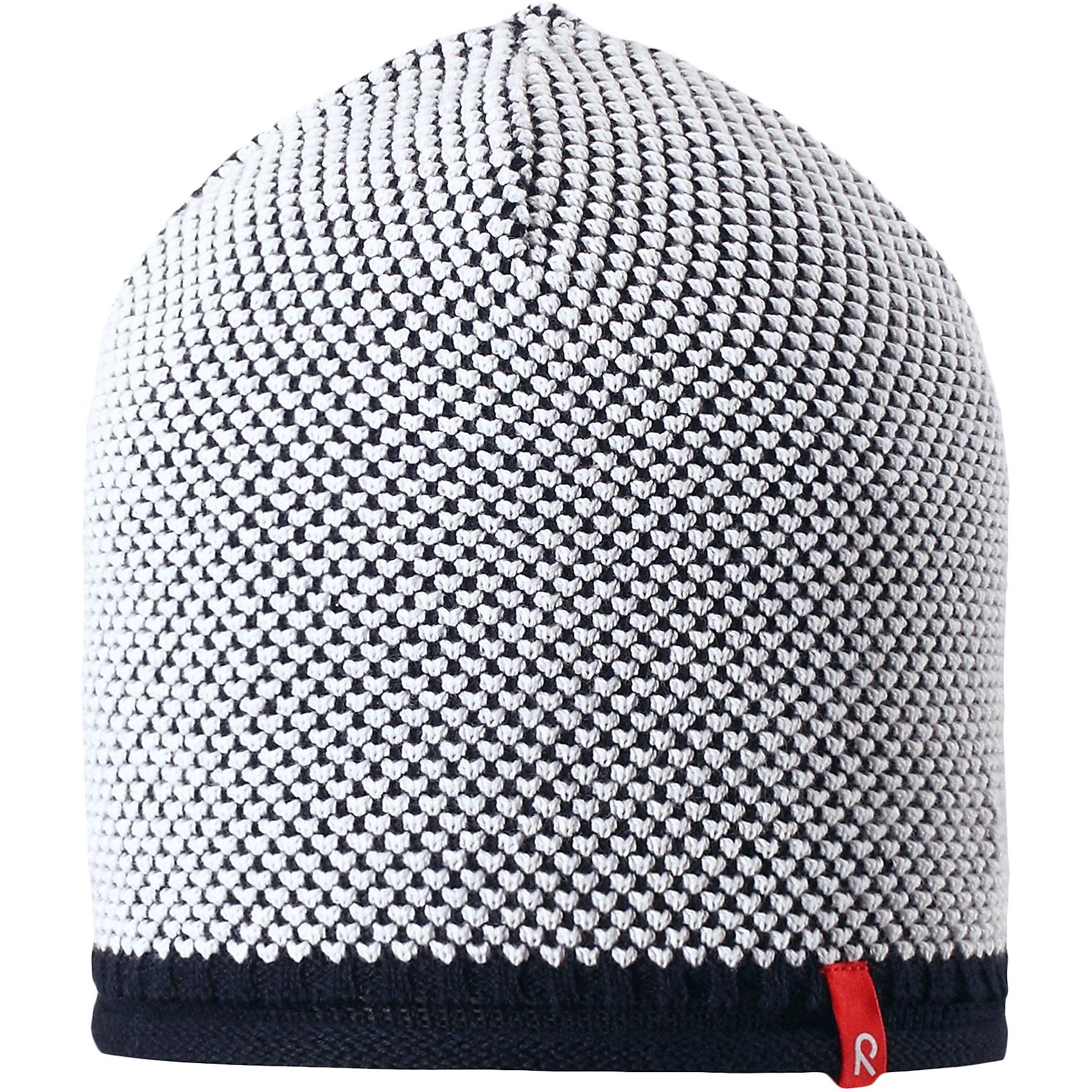 Шапка Seilori для мальчика ReimaШапки и шарфы<br>Характеристики товара:<br><br>• цвет: синий<br>• состав: 100% хлопок<br>• температурный режим: от +10С<br>• эластичный хлопковый трикотаж<br>• изделие сертифицированно по стандарту Oeko-Tex на продукцию класса 2 - одежда, контактирующая с кожей<br>• облегчённая модель без подкладки<br>• эмблема Reima спереди<br>• декоративная структурная вязка<br>• страна бренда: Финляндия<br>• страна производства: Китай<br><br>Детский головной убор может быть модным и удобным одновременно! Стильная шапка поможет обеспечить ребенку комфорт и дополнить наряд. Шапка удобно сидит и аккуратно выглядит. Проста в уходе, долго служит. Стильный дизайн разрабатывался специально для детей. Отличная защита от дождя и ветра!<br><br>Уход:<br><br>• стирать по отдельности, вывернув наизнанку<br>• придать первоначальную форму вo влажном виде<br>• возможна усадка 5 %.<br><br>Шапку для мальчика от финского бренда Reima (Рейма) можно купить в нашем интернет-магазине.<br><br>Ширина мм: 89<br>Глубина мм: 117<br>Высота мм: 44<br>Вес г: 155<br>Цвет: синий<br>Возраст от месяцев: 18<br>Возраст до месяцев: 36<br>Пол: Мужской<br>Возраст: Детский<br>Размер: 50,56,54,52<br>SKU: 5267804