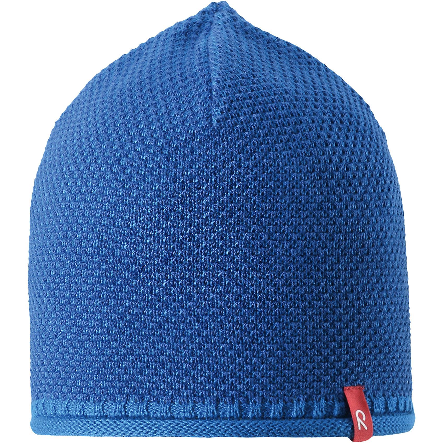Шапка Seilori для мальчика ReimaШапки и шарфы<br>Характеристики товара:<br><br>• цвет: голубой<br>• состав: 100% хлопок<br>• температурный режим: от +10С<br>• эластичный хлопковый трикотаж<br>• изделие сертифицированно по стандарту Oeko-Tex на продукцию класса 2 - одежда, контактирующая с кожей<br>• облегчённая модель без подкладки<br>• эмблема Reima спереди<br>• декоративная структурная вязка<br>• страна бренда: Финляндия<br>• страна производства: Китай<br><br>Детский головной убор может быть модным и удобным одновременно! Стильная шапка поможет обеспечить ребенку комфорт и дополнить наряд. Шапка удобно сидит и аккуратно выглядит. Проста в уходе, долго служит. Стильный дизайн разрабатывался специально для детей. Отличная защита от дождя и ветра!<br><br>Уход:<br><br>• стирать по отдельности, вывернув наизнанку<br>• придать первоначальную форму вo влажном виде<br>• возможна усадка 5 %.<br><br>Шапку для мальчика от финского бренда Reima (Рейма) можно купить в нашем интернет-магазине.<br><br>Ширина мм: 89<br>Глубина мм: 117<br>Высота мм: 44<br>Вес г: 155<br>Цвет: синий<br>Возраст от месяцев: 24<br>Возраст до месяцев: 60<br>Пол: Мужской<br>Возраст: Детский<br>Размер: 52,50,54,56<br>SKU: 5267809