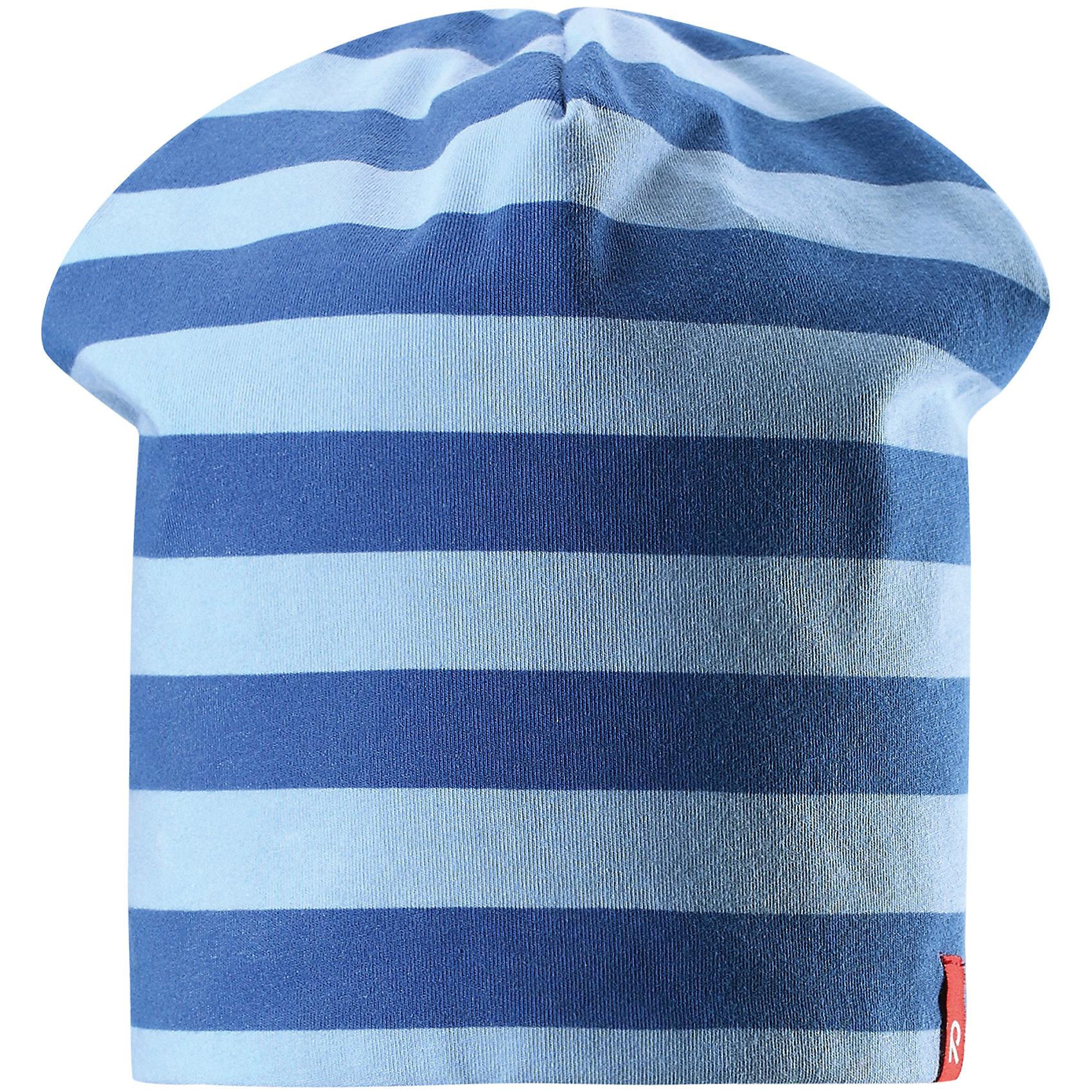 Шапка Frappe ReimaШапки и шарфы<br>Характеристики товара:<br><br>• цвет: голубой/синий<br>• быстросохнущий материал<br>• состав: 65% хлопок, 30% полиэстер, 5% эластан<br>• температурный режим: от +5°до +15°С<br>• эластичный материал<br>• сплошная подкладка: влаговыводящий трикотаж<br>• двухсторонняя<br>• отводящий влагу материал Play Jersey<br>• декоративный логотип<br>• фактор защиты от ультрафиолета: 40+<br>• комфортная посадка<br>• страна производства: Китай<br>• страна бренда: Финляндия<br>• коллекция: весна-лето 2017<br><br>Детский головной убор может быть модным и удобным одновременно! Стильная шапка поможет обеспечить ребенку комфорт и дополнить наряд. Она отлично смотрится с различной одеждой. Шапка удобно сидит и аккуратно выглядит. Проста в уходе, долго служит. Стильный дизайн разрабатывался специально для детей. Отличная защита от солнца!<br><br>Одежда и обувь от финского бренда Reima пользуется популярностью во многих странах. Эти изделия стильные, качественные и удобные. Для производства продукции используются только безопасные, проверенные материалы и фурнитура. Порадуйте ребенка модными и красивыми вещами от Reima! <br><br>Шапку для мальчика от финского бренда Reima (Рейма) можно купить в нашем интернет-магазине.<br><br>Ширина мм: 89<br>Глубина мм: 117<br>Высота мм: 44<br>Вес г: 155<br>Цвет: синий<br>Возраст от месяцев: 18<br>Возраст до месяцев: 36<br>Пол: Мужской<br>Возраст: Детский<br>Размер: 54,50<br>SKU: 5267910