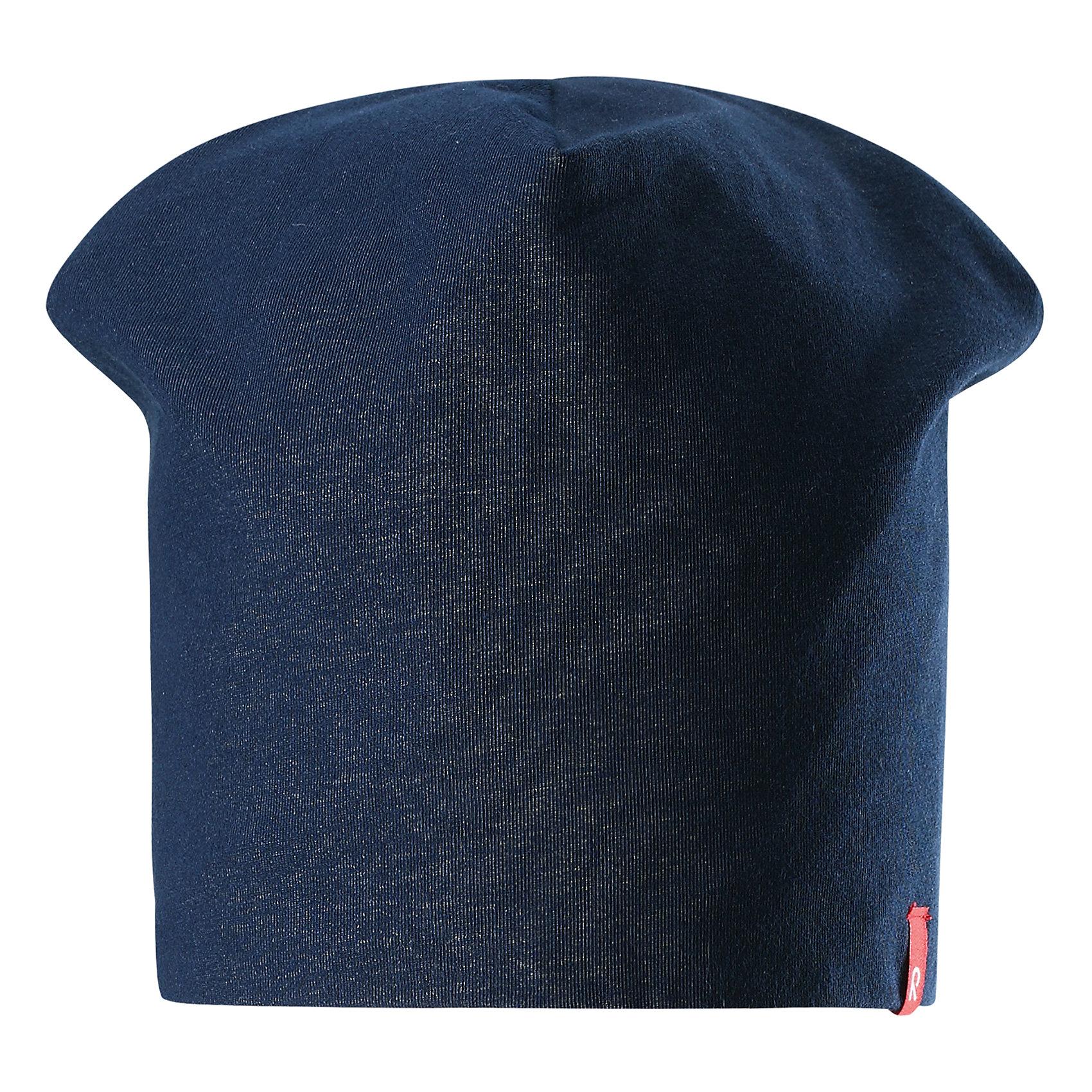 Шапка Lautta ReimaШапки и шарфы<br>Характеристики товара:<br><br>• цвет: синий/красный<br>• быстросохнущий материал<br>• состав: 65% хлопок, 30% полиэстер, 5% эластан<br>• эластичный материал<br>• двухсторонняя<br>• подкладка: отводящий влагу материал Play Jersey<br>• декоративный логотип<br>• фактор защиты от ультрафиолета: 40+<br>• комфортная посадка<br>• страна производства: Китай<br>• страна бренда: Финляндия<br>• коллекция: весна-лето 2017<br><br>Детский головной убор может быть модным и удобным одновременно! Стильная шапка поможет обеспечить ребенку комфорт и дополнить наряд. Она отлично смотрится с различной одеждой. Шапка удобно сидит и аккуратно выглядит. Проста в уходе, долго служит. Стильный дизайн разрабатывался специально для детей. Отличная защита от солнца!<br><br>Одежда и обувь от финского бренда Reima пользуется популярностью во многих странах. Эти изделия стильные, качественные и удобные. Для производства продукции используются только безопасные, проверенные материалы и фурнитура. Порадуйте ребенка модными и красивыми вещами от Reima! <br><br>Шапку от финского бренда Reima (Рейма) можно купить в нашем интернет-магазине.<br><br>Ширина мм: 89<br>Глубина мм: 117<br>Высота мм: 44<br>Вес г: 155<br>Цвет: синий<br>Возраст от месяцев: 48<br>Возраст до месяцев: 84<br>Пол: Унисекс<br>Возраст: Детский<br>Размер: 54,50<br>SKU: 5267928