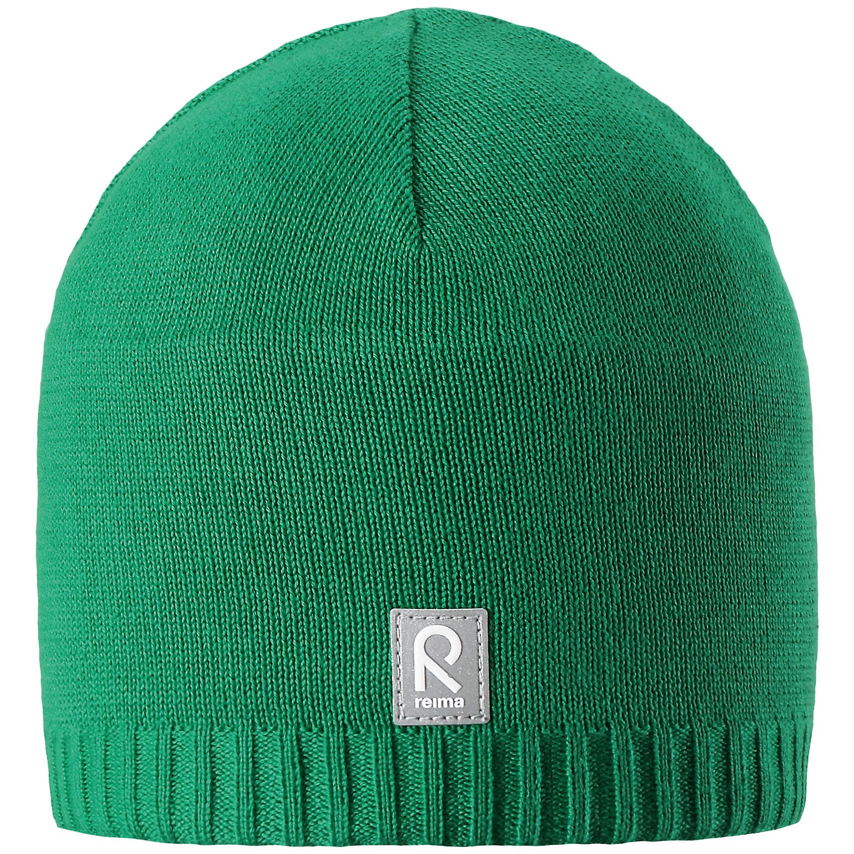 Шапка Datoline ReimaШапки и шарфы<br>Характеристики товара:<br><br>• цвет: зелёный<br>• состав: 100% хлопок<br>• температурный режим: от +7С<br>• эластичный хлопковый трикотаж<br>• изделие сертифицированно по стандарту Oeko-Tex на продукцию класса 2 - одежда, контактирующая с кожей<br>• ветронепроницаемые вставки в области ушей<br>• полуподкладка: хлопковый трикотаж<br>• эмблема Reima спереди<br>• светоотражающая эмблема спереди<br>• страна бренда: Финляндия<br>• страна производства: Китай<br><br>Детский головной убор может быть модным и удобным одновременно! Стильная шапка поможет обеспечить ребенку комфорт и дополнить наряд.Шапка удобно сидит и аккуратно выглядит. Проста в уходе, долго служит. Стильный дизайн разрабатывался специально для детей. Отличная защита от дождя и ветра!<br><br>Уход:<br><br>• стирать по отдельности, вывернув наизнанку<br>• придать первоначальную форму вo влажном виде<br>• возможна усадка 5 %.<br><br>Шапку от финского бренда Reima (Рейма) можно купить в нашем интернет-магазине.<br><br>Ширина мм: 89<br>Глубина мм: 117<br>Высота мм: 44<br>Вес г: 155<br>Цвет: зеленый<br>Возраст от месяцев: 24<br>Возраст до месяцев: 60<br>Пол: Унисекс<br>Возраст: Детский<br>Размер: 52,56,54,50<br>SKU: 5267955