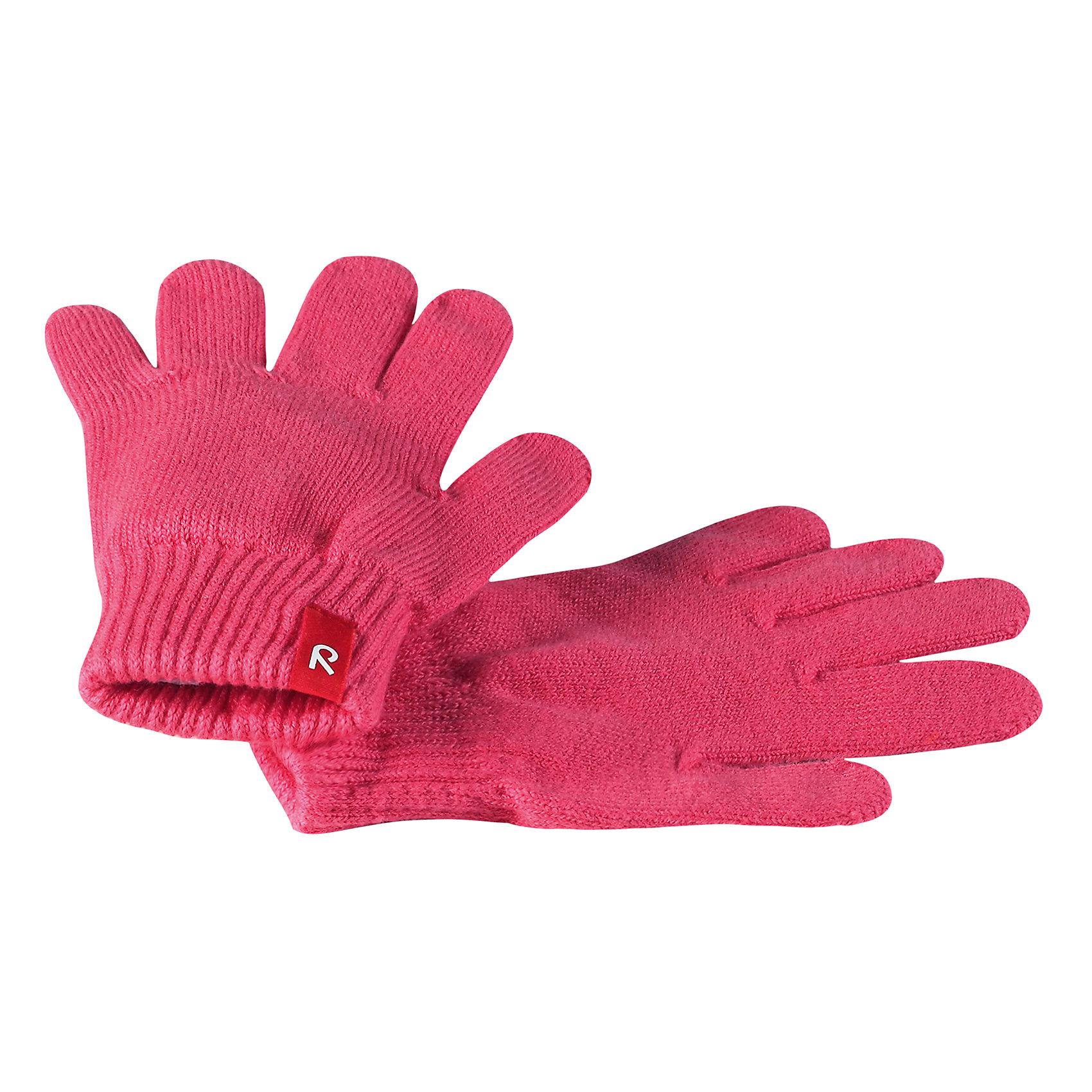 Перчатки Klippa для девочки ReimaПерчатки и варежки<br>Характеристики товара:<br><br>• цвет: розовый<br>• состав: 90% хлопок, 9% ПЭ, 1% эластан<br>• температурный режим: от +5°до +10°С<br>• эластичный материал<br>• без подкладки<br>• удобные манжеты на резинке<br>• логотип<br>• страна производства: Китай<br>• страна бренда: Финляндия<br>• коллекция: весна-лето 2017<br><br><br>Reima представляет новые перчатки для детей. Они помогут обеспечить ребенку комфорт и дополнить наряд. Перчатки отлично смотрятся с различной одеждой. Изделия удобно сидят и модно выглядят, в их основе мягкий материал с высоким содержанием хлопка. Просты в уходе, долго служат. Стильный дизайн разрабатывался специально для детей.<br>Одежда и обувь от финского бренда Reima пользуется популярностью во многих странах. Эти изделия стильные, качественные и удобные. Для производства продукции используются только безопасные, проверенные материалы и фурнитура. Порадуйте ребенка модными и красивыми вещами от Reima! <br><br>Перчатки от финского бренда Reima (Рейма) можно купить в нашем интернет-магазине.<br><br>Ширина мм: 162<br>Глубина мм: 171<br>Высота мм: 55<br>Вес г: 119<br>Цвет: розовый<br>Возраст от месяцев: 120<br>Возраст до месяцев: 144<br>Пол: Женский<br>Возраст: Детский<br>Размер: 7,1,3,5<br>SKU: 5268054