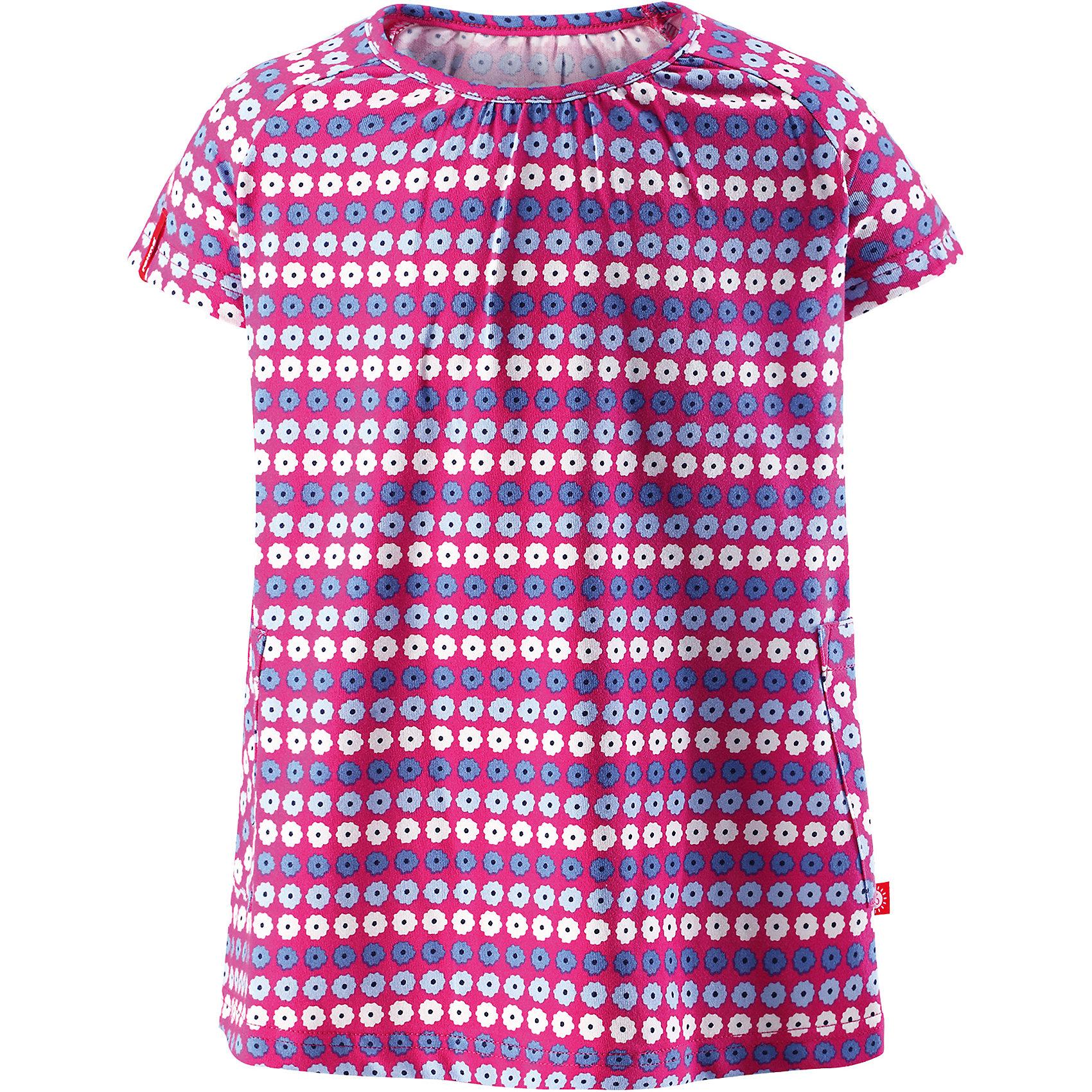 Платье Haili для девочки ReimaОдежда<br>Характеристики товара:<br><br>• цвет: сиреневый<br>• состав: 65% хлопок, 30% полиэстер, 5% эластан<br>• фактор защиты от ультрафиолета 40+<br>• быстросохнущий, приятный на ощупь материал Play Jersey<br>• приятная на ощупь хлопковая поверхность<br>• влагоотводящая изнаночная сторона<br>• трапециевидный силуэт<br>• два накладных кармана<br>• страна бренда: Финляндия<br>• страна производства: Китай<br><br>Одежда может быть модной и комфортной одновременно! Удобное симпатичное платье поможет обеспечить ребенку комфорт - оно не стесняет движения и удобно сидит. Стильный дизайн разрабатывался специально для детей.<br><br>Уход:<br><br>• стирать и гладить, вывернув наизнанку<br>• стирать с бельем одинакового цвета<br>• стирать моющим средством, не содержащим отбеливающие вещества<br>• полоскать без специального средства<br>• придать первоначальную форму вo влажном виде.<br><br>Платье для девочки от финского бренда Reima (Рейма) можно купить в нашем интернет-магазине.<br><br>Ширина мм: 236<br>Глубина мм: 16<br>Высота мм: 184<br>Вес г: 177<br>Цвет: розовый<br>Возраст от месяцев: 18<br>Возраст до месяцев: 24<br>Пол: Женский<br>Возраст: Детский<br>Размер: 92,86,128,104,116,110,98,122,80<br>SKU: 5268182