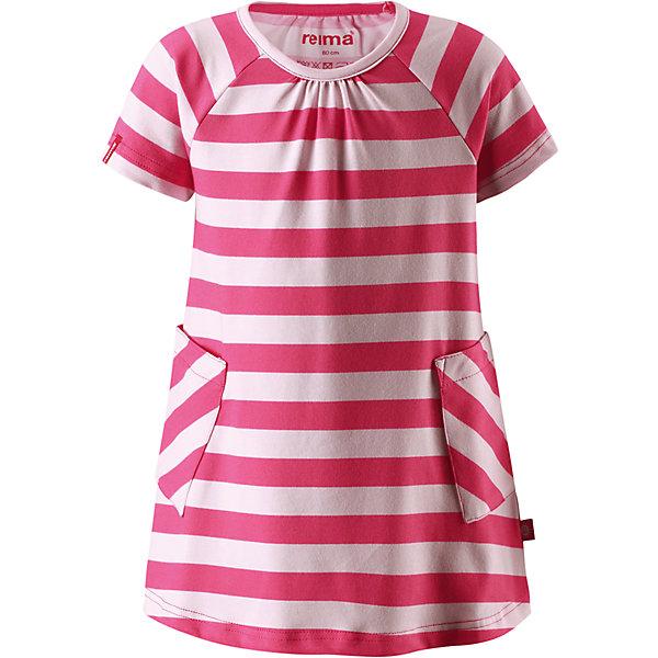 Платье Haili для девочки ReimaОдежда<br>Характеристики товара:<br><br>• цвет: красный<br>• состав: 65% хлопок, 30% полиэстер, 5% эластан<br>• фактор защиты от ультрафиолета 40+<br>• быстросохнущий, приятный на ощупь материал Play Jersey<br>• приятная на ощупь хлопковая поверхность<br>• влагоотводящая изнаночная сторона<br>• трапециевидный силуэт<br>• два накладных кармана<br>• страна бренда: Финляндия<br>• страна производства: Китай<br><br>Одежда может быть модной и комфортной одновременно! Удобное симпатичное платье поможет обеспечить ребенку комфорт - оно не стесняет движения и удобно сидит. Стильный дизайн разрабатывался специально для детей.<br><br>Уход:<br><br>• стирать и гладить, вывернув наизнанку<br>• стирать с бельем одинакового цвета<br>• стирать моющим средством, не содержащим отбеливающие вещества<br>• полоскать без специального средства<br>• придать первоначальную форму вo влажном виде.<br><br>Платье для девочки от финского бренда Reima (Рейма) можно купить в нашем интернет-магазине.<br><br>Ширина мм: 236<br>Глубина мм: 16<br>Высота мм: 184<br>Вес г: 177<br>Цвет: розовый<br>Возраст от месяцев: 18<br>Возраст до месяцев: 24<br>Пол: Женский<br>Возраст: Детский<br>Размер: 92,110,86,80,122,98,116,104,128<br>SKU: 5268190