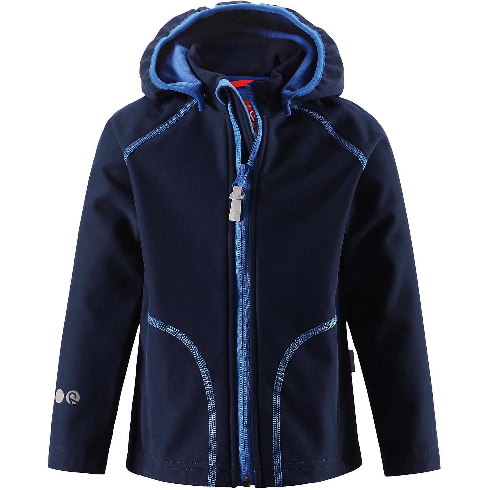 Куртка Vantti для мальчика ReimaОдежда<br>Характеристики товара:<br><br>• цвет: темно-синий<br>• состав: 95% полиэстер, 5% эластан, полиуретановое покрытие<br>• температурный режим: от +5°до +15°С<br>• многослойный материал, с изнаночной стороны - флис<br>• водонепроницаемый материал softshell<br>• ветронепроницаемый дышащий материал<br>• безопасный съемный капюшон<br>• два боковых кармана<br>• без утеплителя<br>• молния<br>• комфортная посадка<br>• страна производства: Китай<br>• страна бренда: Финляндия<br>• коллекция: весна-лето 2017<br><br>Верхняя одежда для детей может быть модной и комфортной одновременно! Демисезонная куртка поможет обеспечить ребенку комфорт и тепло. Она отлично смотрится с различной одеждой и обувью. Изделие удобно сидит и модно выглядит. Материал - прочный, хорошо подходящий для межсезонья. Стильный дизайн разрабатывался специально для детей.<br><br>Одежда и обувь от финского бренда Reima пользуется популярностью во многих странах. Эти изделия стильные, качественные и удобные. Для производства продукции используются только безопасные, проверенные материалы и фурнитура. Порадуйте ребенка модными и красивыми вещами от Reima! <br><br>Куртку Reimatec® от финского бренда Reima (Рейма) можно купить в нашем интернет-магазине.<br><br>Ширина мм: 356<br>Глубина мм: 10<br>Высота мм: 245<br>Вес г: 519<br>Цвет: военно-морской<br>Возраст от месяцев: 96<br>Возраст до месяцев: 108<br>Пол: Мужской<br>Возраст: Детский<br>Размер: 134,140,104,110,116,122,128<br>SKU: 5268506