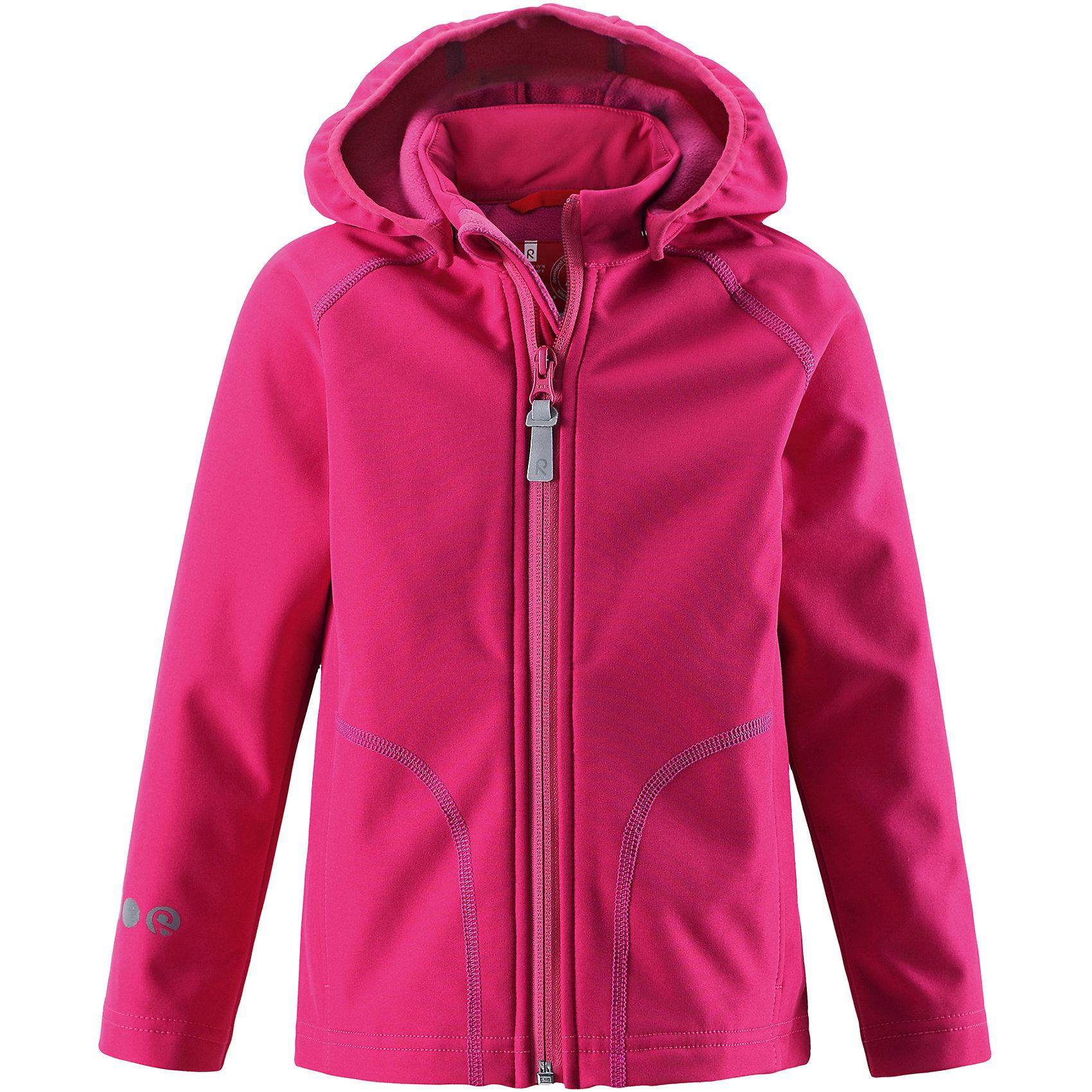 Куртка Vantti для девочки ReimaОдежда<br>Характеристики товара:<br><br>• цвет: розовый<br>• состав: 95% полиэстер, 5% эластан, полиуретановое покрытие<br>• температурный режим: от +5°до +15°С<br>• многослойный материал, с изнаночной стороны - флис<br>• водонепроницаемый материал softshell<br>• ветронепроницаемый дышащий материал<br>• безопасный съемный капюшон<br>• два боковых кармана<br>• без утеплителя<br>• молния<br>• комфортная посадка<br>• страна производства: Китай<br>• страна бренда: Финляндия<br>• коллекция: весна-лето 2017<br><br>Верхняя одежда для детей может быть модной и комфортной одновременно! Демисезонная куртка поможет обеспечить ребенку комфорт и тепло. Она отлично смотрится с различной одеждой и обувью. Изделие удобно сидит и модно выглядит. Материал - прочный, хорошо подходящий для межсезонья. Стильный дизайн разрабатывался специально для детей.<br><br>Одежда и обувь от финского бренда Reima пользуется популярностью во многих странах. Эти изделия стильные, качественные и удобные. Для производства продукции используются только безопасные, проверенные материалы и фурнитура. Порадуйте ребенка модными и красивыми вещами от Reima! <br><br>Куртку Reimatec® от финского бренда Reima (Рейма) можно купить в нашем интернет-магазине.<br><br>Ширина мм: 356<br>Глубина мм: 10<br>Высота мм: 245<br>Вес г: 519<br>Цвет: розовый<br>Возраст от месяцев: 96<br>Возраст до месяцев: 108<br>Пол: Женский<br>Возраст: Детский<br>Размер: 134,140,104,110,116,122,128<br>SKU: 5268514