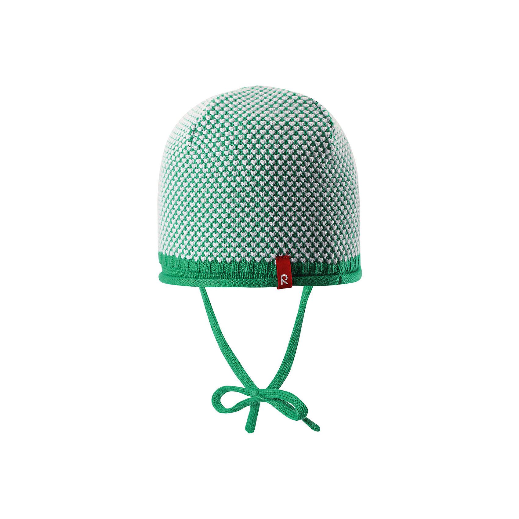 Шапка для мальчика ReimaШапки и шарфы<br>Характеристики товара:<br><br>• цвет: зелёный<br>• состав: 100% хлопок<br>• облегчённая модель без подкладки<br>• температурный режим: от +10С<br>• эластичный хлопковый трикотаж<br>• изделие сертифицированно по старндарту Oeko-Tex на продукцию класса 1 - одежда для новорожденных<br>• завязки во всех размерах<br>• эмблема Reima спереди<br>• декоративная структурная вязка<br>• страна бренда: Финляндия<br>• страна производства: Китай<br><br>Детский головной убор может быть модным и удобным одновременно! Стильная шапка поможет обеспечить ребенку комфорт и дополнить наряд. Шапка удобно сидит и аккуратно выглядит. Проста в уходе, долго служит. Стильный дизайн разрабатывался специально для детей. Отличная защита от дождя и ветра!<br><br>Уход:<br><br>• стирать по отдельности, вывернув наизнанку<br>• придать первоначальную форму вo влажном виде<br>• возможна усадка 5 %.<br><br>Шапку для мальчика от финского бренда Reima (Рейма) можно купить в нашем интернет-магазине.<br><br>Ширина мм: 89<br>Глубина мм: 117<br>Высота мм: 44<br>Вес г: 155<br>Цвет: зеленый<br>Возраст от месяцев: 6<br>Возраст до месяцев: 9<br>Пол: Мужской<br>Возраст: Детский<br>Размер: 46,48,50,52<br>SKU: 5270906