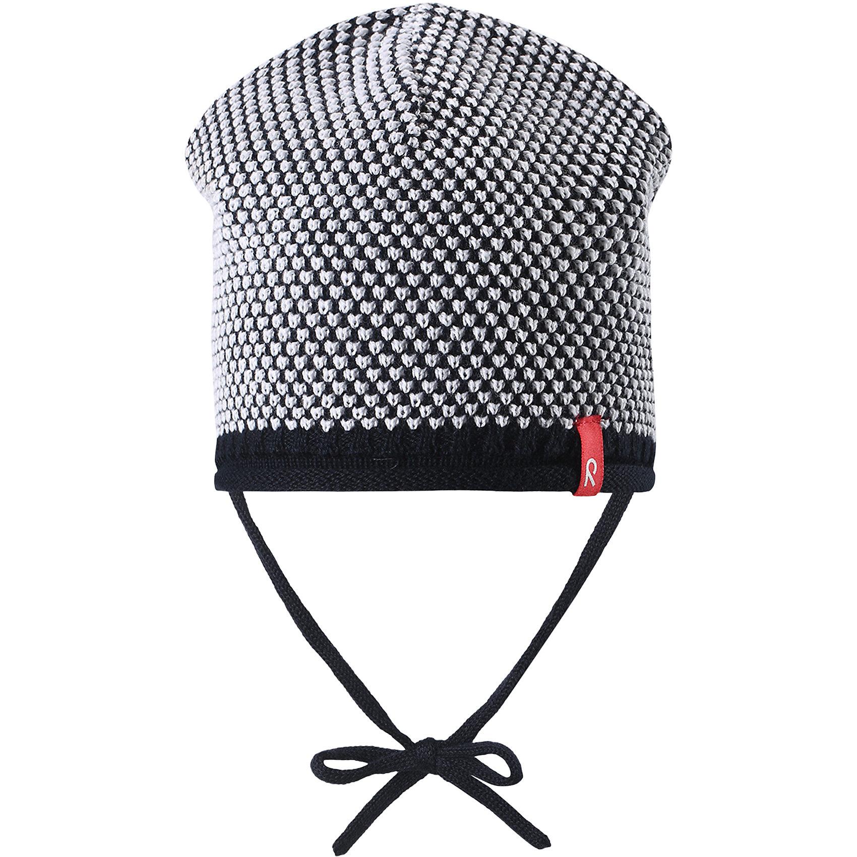 Шапка для мальчика ReimaШапки и шарфы<br>Характеристики товара:<br><br>• цвет: тёмно-синий<br>• состав: 100% хлопок<br>• облегчённая модель без подкладки<br>• температурный режим: от +10С<br>• эластичный хлопковый трикотаж<br>• изделие сертифицированно по старндарту Oeko-Tex на продукцию класса 1 - одежда для новорожденных<br>• завязки во всех размерах<br>• эмблема Reima спереди<br>• декоративная структурная вязка<br>• страна бренда: Финляндия<br>• страна производства: Китай<br><br>Детский головной убор может быть модным и удобным одновременно! Стильная шапка поможет обеспечить ребенку комфорт и дополнить наряд. Шапка удобно сидит и аккуратно выглядит. Проста в уходе, долго служит. Стильный дизайн разрабатывался специально для детей. Отличная защита от дождя и ветра!<br><br>Уход:<br><br>• стирать по отдельности, вывернув наизнанку<br>• придать первоначальную форму вo влажном виде<br>• возможна усадка 5 %.<br><br>Шапку для мальчика от финского бренда Reima (Рейма) можно купить в нашем интернет-магазине.<br><br>Ширина мм: 89<br>Глубина мм: 117<br>Высота мм: 44<br>Вес г: 155<br>Цвет: синий<br>Возраст от месяцев: 24<br>Возраст до месяцев: 60<br>Пол: Мужской<br>Возраст: Детский<br>Размер: 52,46,48,50<br>SKU: 5270911
