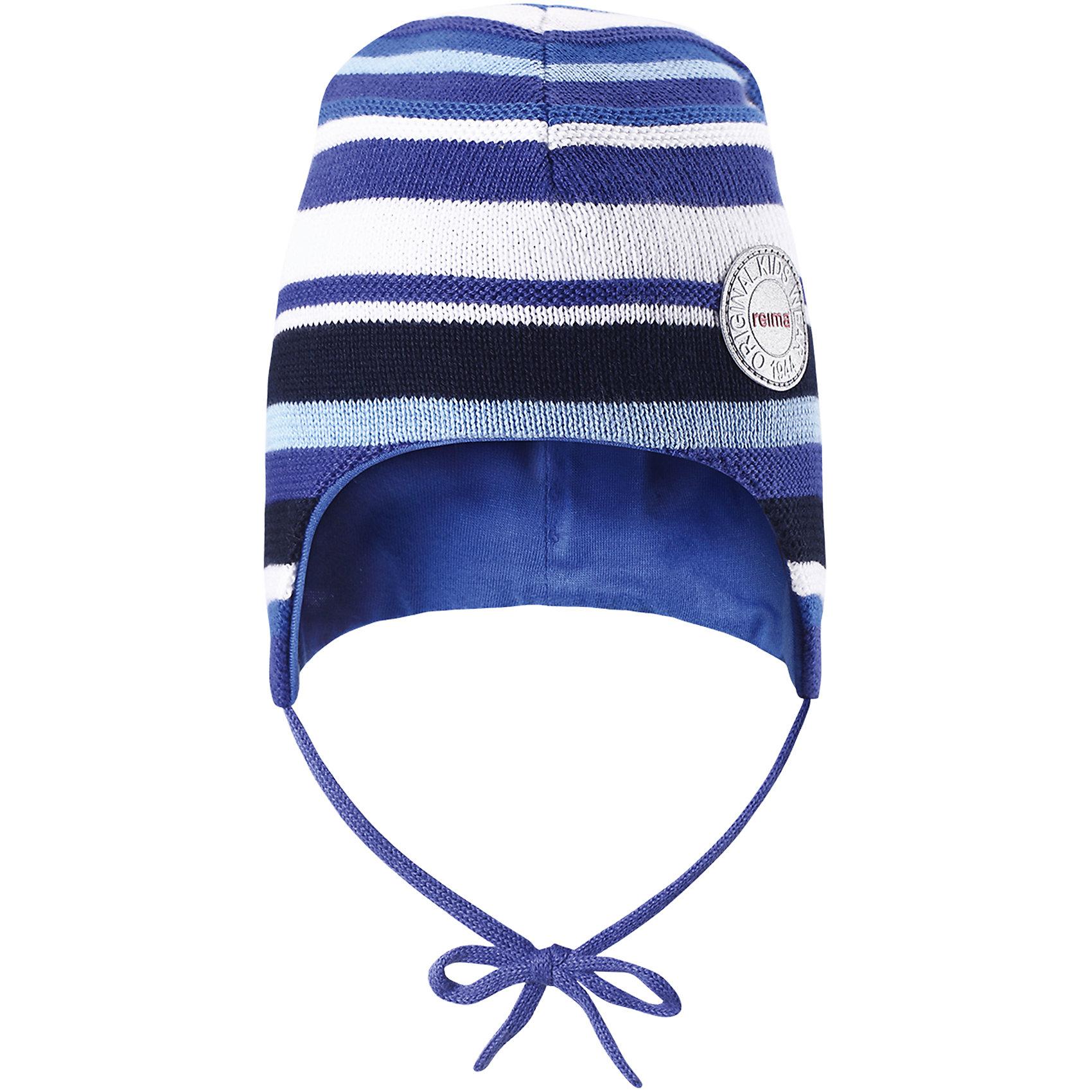 Шапка Jiippi для мальчика ReimaШапки и шарфы<br>Характеристики товара:<br><br>• цвет: синий<br>• состав: 100% хлопок<br>• сплошная подкладка из хлопкового трикотажа<br>• температурный режим: от 0С до +15С<br>• эластичный хлопковый трикотаж<br>• изделие сертифицированно по стандарту Oeko-Tex на продукцию класса 1 - одежда для новорождённых<br>• завязки во всех размерах<br>• эмблема Reima спереди<br>• светоотражающая эмблема спереди<br>• страна бренда: Финляндия<br>• страна производства: Китай<br><br>Детский головной убор может быть модным и удобным одновременно! Стильная шапка поможет обеспечить ребенку комфорт и дополнить наряд. Шапка удобно сидит и аккуратно выглядит. Проста в уходе, долго служит. Стильный дизайн разрабатывался специально для детей. Отличная защита от дождя и ветра!<br><br>Шапку для мальчика от финского бренда Reima (Рейма) можно купить в нашем интернет-магазине.<br><br>Ширина мм: 89<br>Глубина мм: 117<br>Высота мм: 44<br>Вес г: 155<br>Цвет: синий<br>Возраст от месяцев: 6<br>Возраст до месяцев: 9<br>Пол: Мужской<br>Возраст: Детский<br>Размер: 46,50,52,48<br>SKU: 5270966