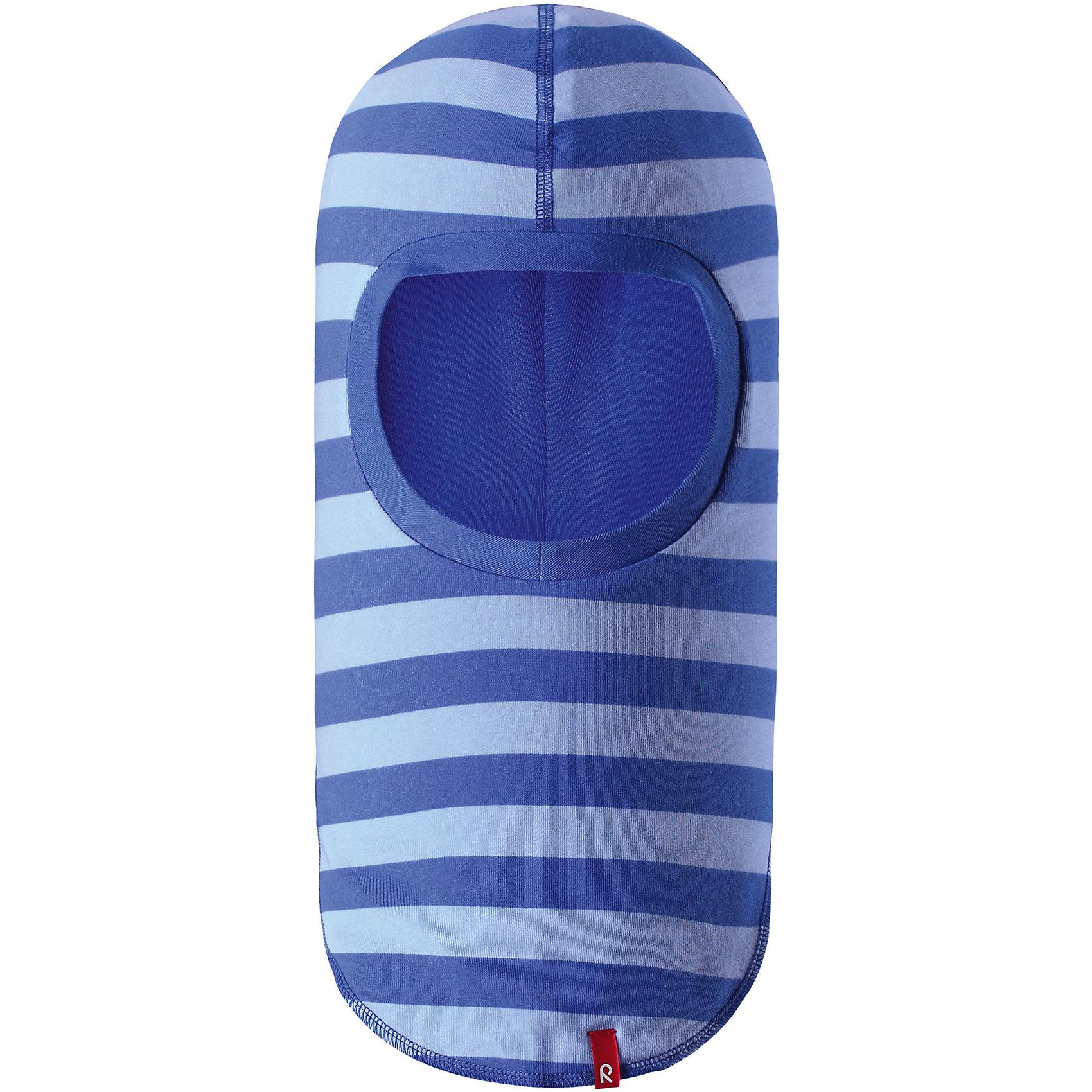 Шапка-шлем Kuunari для мальчика ReimaШапки и шарфы<br>Характеристики товара:<br><br>• цвет: голубой<br>• состав: 65% хлопок, 30% полиэстер, 5% эластан<br>• сплошная подкладка: влаговыводящий трикотаж Play Jersey<br>• температурный режим: от -5С до +10С<br>• двухсторонняя модель<br>• эластичный материал<br>• быстросохнущий, очень приятный на ощупь материал Play Jersey<br>• приятная на ощупь хлопковая поверхность<br>• влагоотводящая изнаночная сторона<br>• УФ-защита 40+<br>• эмблема Reima<br>• страна бренда: Финляндия<br>• страна производства: Китай<br><br>Эта модель - двусторонняя: вывернув её, получаем еще одну шапку другой расцветки! Детский головной убор может быть модным и удобным одновременно. Стильная шапка поможет обеспечить ребенку комфорт и дополнить наряд. Шапка удобно сидит и аккуратно выглядит. Проста в уходе, долго служит. Стильный дизайн разрабатывался специально для детей. Отличная защита от дождя и ветра!<br><br>Уход:<br><br>• сирать с бельем одинакового цвета, вывернув наизнанку<br>• полоскать без специального средства<br>• придать первоначальную форму вo влажном виде.<br><br>Шапку от финского бренда Reima (Рейма) можно купить в нашем интернет-магазине.<br><br>Ширина мм: 89<br>Глубина мм: 117<br>Высота мм: 44<br>Вес г: 155<br>Цвет: синий<br>Возраст от месяцев: 6<br>Возраст до месяцев: 9<br>Пол: Мужской<br>Возраст: Детский<br>Размер: 46,54,50<br>SKU: 5270980