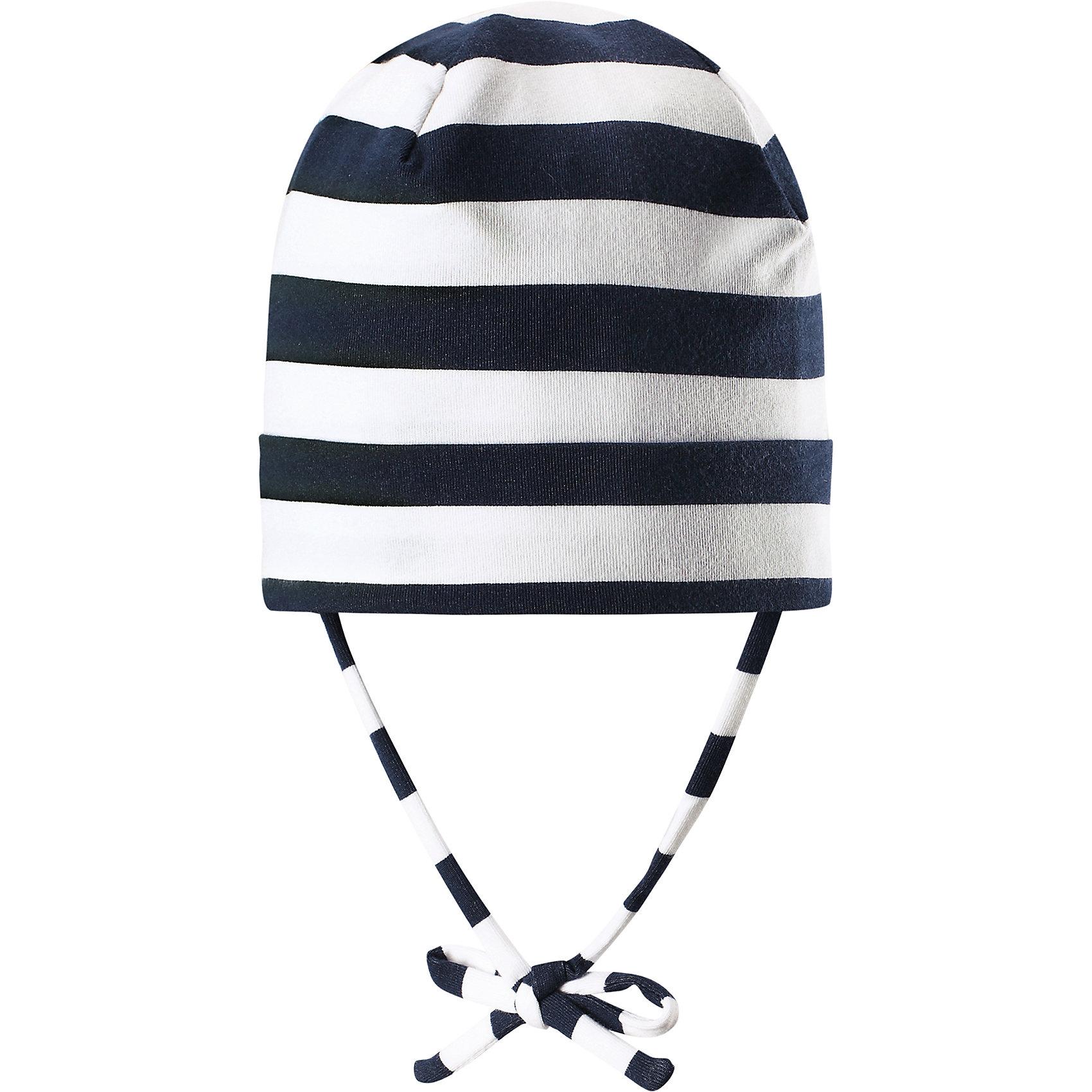 Шапка Linna ReimaШапки и шарфы<br>Характеристики товара:<br><br>• цвет: белый/синий<br>• состав: 65% хлопок, 30% полиэстер, 5% эластан<br>• сплошная подкладка: влаговыводящий трикотаж Play Jersey<br>• температурный режим: от 0С до +10С<br>• фактор защиты от ультрафиолета: 40+<br>• эластичный материал<br>• быстросохнущий, очень приятный на ощупь материал Play Jersey<br>• приятная на ощупь хлопковая поверхность<br>• влагоотводящая изнаночная сторона<br>• завязки во всех размерах<br>• эмблема Reima сзади<br>• страна бренда: Финляндия<br>• страна производства: Китай<br><br>Детский головной убор может быть модным и удобным одновременно! Стильная шапка поможет обеспечить ребенку комфорт и дополнить наряд. Шапка удобно сидит и аккуратно выглядит. Проста в уходе, долго служит. Стильный дизайн разрабатывался специально для детей. Отличная защита от дождя и ветра!<br><br>Уход:<br><br>• стирать с бельем одинакового цвета, вывернув наизнанку<br>• полоскать без специального средства<br>• придать первоначальную форму вo влажном виде.<br><br>Шапку от финского бренда Reima (Рейма) можно купить в нашем интернет-магазине.<br><br>Ширина мм: 89<br>Глубина мм: 117<br>Высота мм: 44<br>Вес г: 155<br>Цвет: синий<br>Возраст от месяцев: 24<br>Возраст до месяцев: 60<br>Пол: Унисекс<br>Возраст: Детский<br>Размер: 52,48,50,46<br>SKU: 5271020