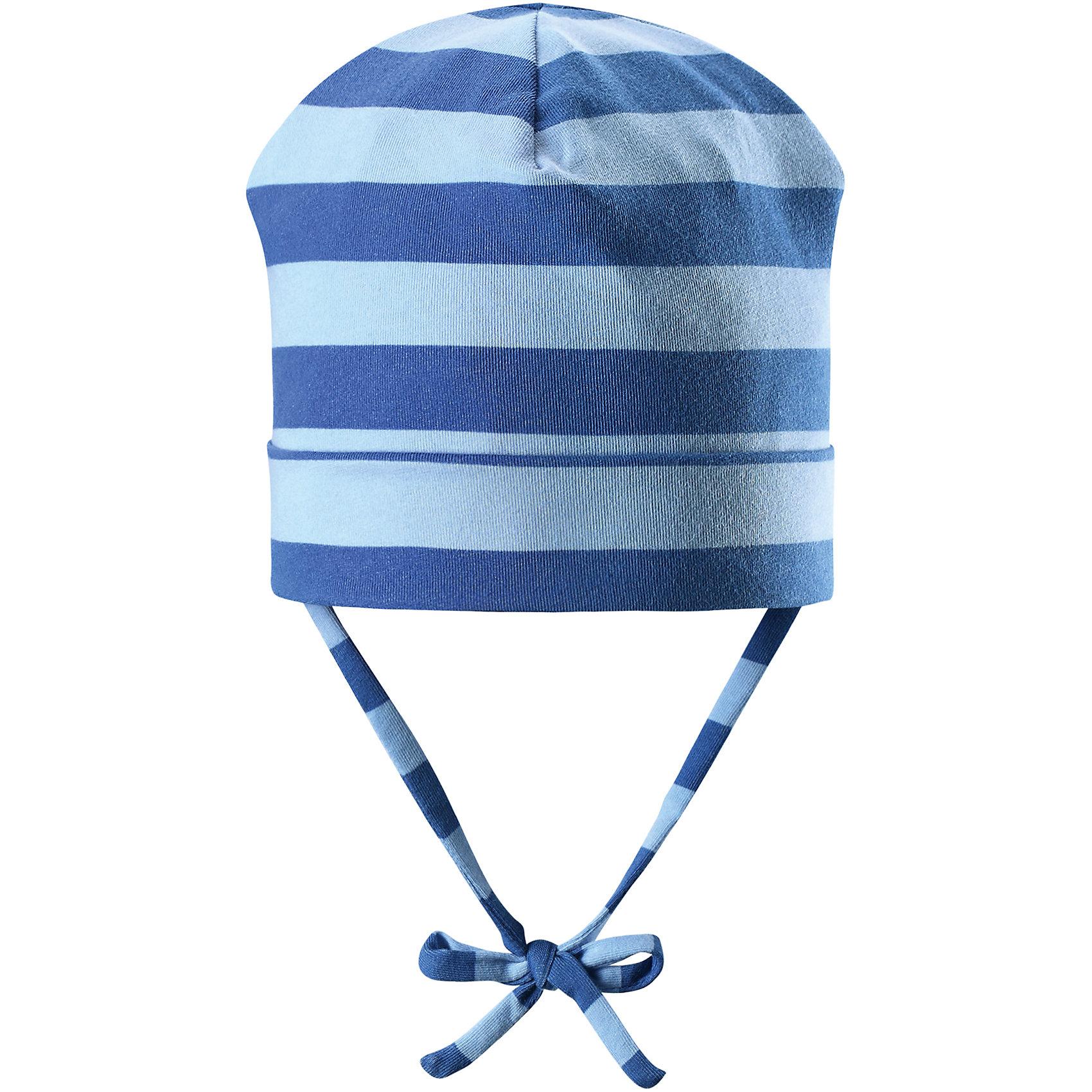 Шапка Linna для мальчика ReimaШапки и шарфы<br>Характеристики товара:<br><br>• цвет: голубой/синий<br>• состав: 65% хлопок, 30% полиэстер, 5% эластан<br>• сплошная подкладка: влаговыводящий трикотаж Play Jersey<br>• температурный режим: от 0С до +10С<br>• фактор защиты от ультрафиолета: 40+<br>• эластичный материал<br>• быстросохнущий, очень приятный на ощупь материал Play Jersey<br>• приятная на ощупь хлопковая поверхность<br>• влагоотводящая изнаночная сторона<br>• завязки во всех размерах<br>• эмблема Reima сзади<br>• страна бренда: Финляндия<br>• страна производства: Китай<br><br>Детский головной убор может быть модным и удобным одновременно! Стильная шапка поможет обеспечить ребенку комфорт и дополнить наряд. Шапка удобно сидит и аккуратно выглядит. Проста в уходе, долго служит. Стильный дизайн разрабатывался специально для детей. Отличная защита от дождя и ветра!<br><br>Уход:<br><br>• стирать с бельем одинакового цвета, вывернув наизнанку<br>• полоскать без специального средства<br>• придать первоначальную форму вo влажном виде.<br><br>Шапку от финского бренда Reima (Рейма) можно купить в нашем интернет-магазине.<br><br>Ширина мм: 89<br>Глубина мм: 117<br>Высота мм: 44<br>Вес г: 155<br>Цвет: синий<br>Возраст от месяцев: 6<br>Возраст до месяцев: 9<br>Пол: Мужской<br>Возраст: Детский<br>Размер: 46,50,48,52<br>SKU: 5271030