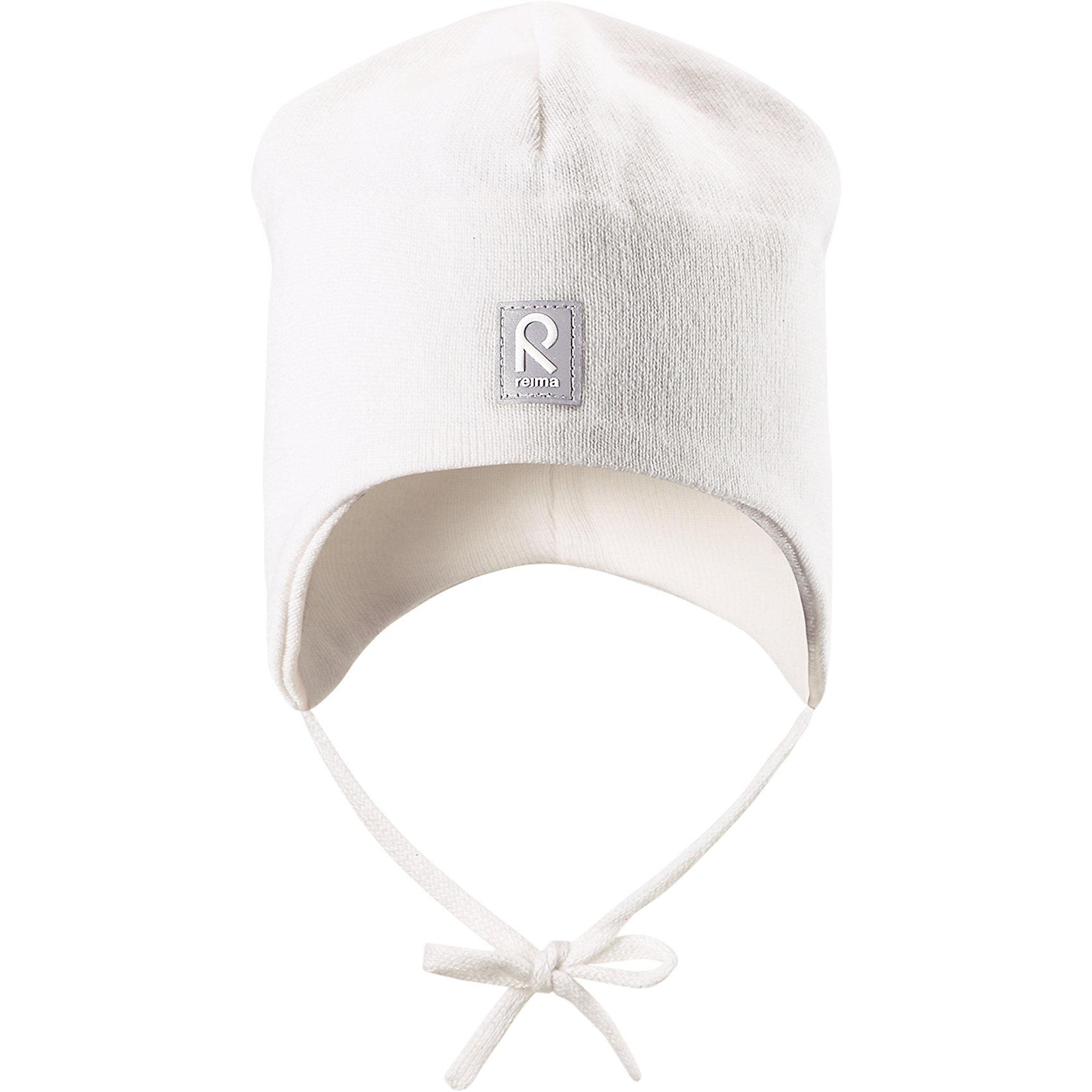 Шапка Aqueous ReimaШапки и шарфы<br>Характеристики товара:<br><br>• цвет: белый<br>• состав: 100% хлопок<br>• полуподкладка: хлопковый трикотаж<br>• температурный режим: от 0С до +10С<br>• эластичный хлопковый трикотаж<br>• инделие сертифицированно по стандарту Oeko-Tex на продукция класса 1 - одежда для новорождённых<br>• ветронепроницаемые вставки в области ушей<br>• завязки во всех размерах<br>• эмблема Reima спереди<br>• светоотражающие детали<br>• страна бренда: Финляндия<br>• страна производства: Китай<br><br>Детский головной убор может быть модным и удобным одновременно! Стильная шапка поможет обеспечить ребенку комфорт и дополнить наряд. Шапка удобно сидит и аккуратно выглядит. Проста в уходе, долго служит. Стильный дизайн разрабатывался специально для детей. Отличная защита от дождя и ветра!<br><br>Уход:<br><br>• стирать по отдельности, вывернув наизнанку<br>• придать первоначальную форму вo влажном виде<br>• возможна усадка 5 %.<br><br>Шапку от финского бренда Reima (Рейма) можно купить в нашем интернет-магазине.<br><br>Ширина мм: 89<br>Глубина мм: 117<br>Высота мм: 44<br>Вес г: 155<br>Цвет: белый<br>Возраст от месяцев: 24<br>Возраст до месяцев: 60<br>Пол: Унисекс<br>Возраст: Детский<br>Размер: 52,48,46,50<br>SKU: 5271115