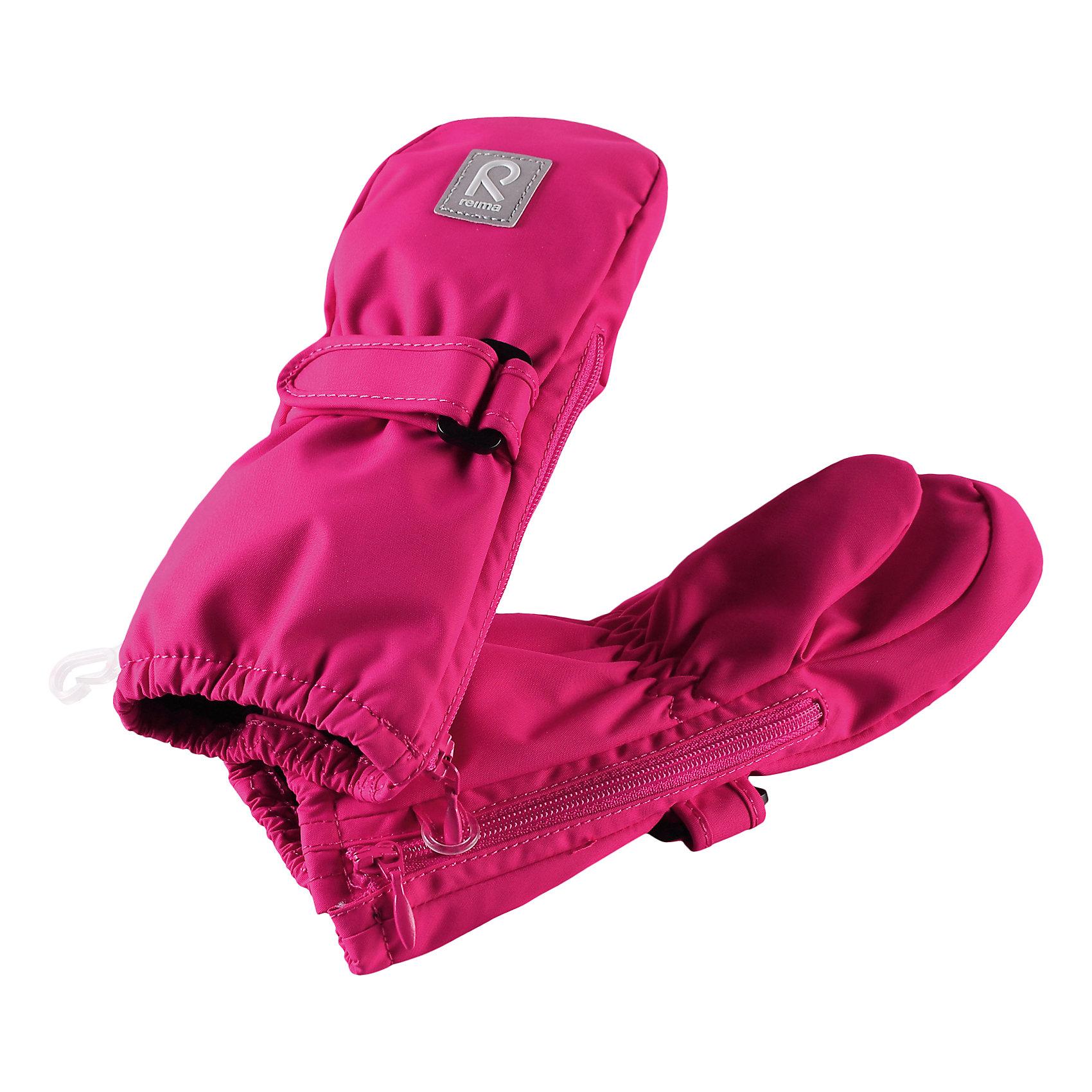Варежки Poimii для девочки ReimaПерчатки и варежки<br>Характеристики товара:<br><br>• цвет: розовый<br>• состав: 100% полиэстер, полиуретановое покрытие<br>• температурный режим: от 0° до +10°С<br>• водонепроницаемость: 15000 мм<br>• воздухопроницаемость: 5000 мм<br>• износостойкость: 40000 циклов (тест Мартиндейла)<br>• без утеплителя<br>• водонепроницаемый материал без вставки - изделие не является водонепроницаемым<br>• износостойкий материал<br>• ветронепроницаемый, водо- и грязеотталкивающий материал<br>• трикотажная подкладка из полиэстера с начесом<br>• примечание: из-за наличия молнии изделие не является водонепроницаемым<br>• застёжка-липучка спереди, регулирует объем<br>• можно сушить в сушильном шкафу<br>• молния облегчает надевание<br>• эмблема Reima спереди<br>• светоотражающая эмблема спереди<br>• страна производства: Китай<br>• страна бренда: Финляндия<br>• коллекция: весна-лето 2017<br><br>Reima представляет новые варежки для детей. Они помогут обеспечить ребенку комфорт и дополнить наряд. Варежки отлично смотрятся с различной одеждой. Изделия удобно сидят и модно выглядят, в их основе - водо- и ветронепроницаемый грязеотталкивающий материал. Просты в уходе, долго служат. Стильный дизайн разрабатывался специально для детей.<br><br>Одежда и обувь от финского бренда Reima пользуется популярностью во многих странах. Эти изделия стильные, качественные и удобные. Для производства продукции используются только безопасные, проверенные материалы и фурнитура. Порадуйте ребенка модными и красивыми вещами от Reima! <br><br>Варежки для мальчика от финского бренда Reima (Рейма) можно купить в нашем интернет-магазине.<br><br>Ширина мм: 162<br>Глубина мм: 171<br>Высота мм: 55<br>Вес г: 119<br>Цвет: розовый<br>Возраст от месяцев: 6<br>Возраст до месяцев: 18<br>Пол: Женский<br>Возраст: Детский<br>Размер: 1,2,0<br>SKU: 5271148