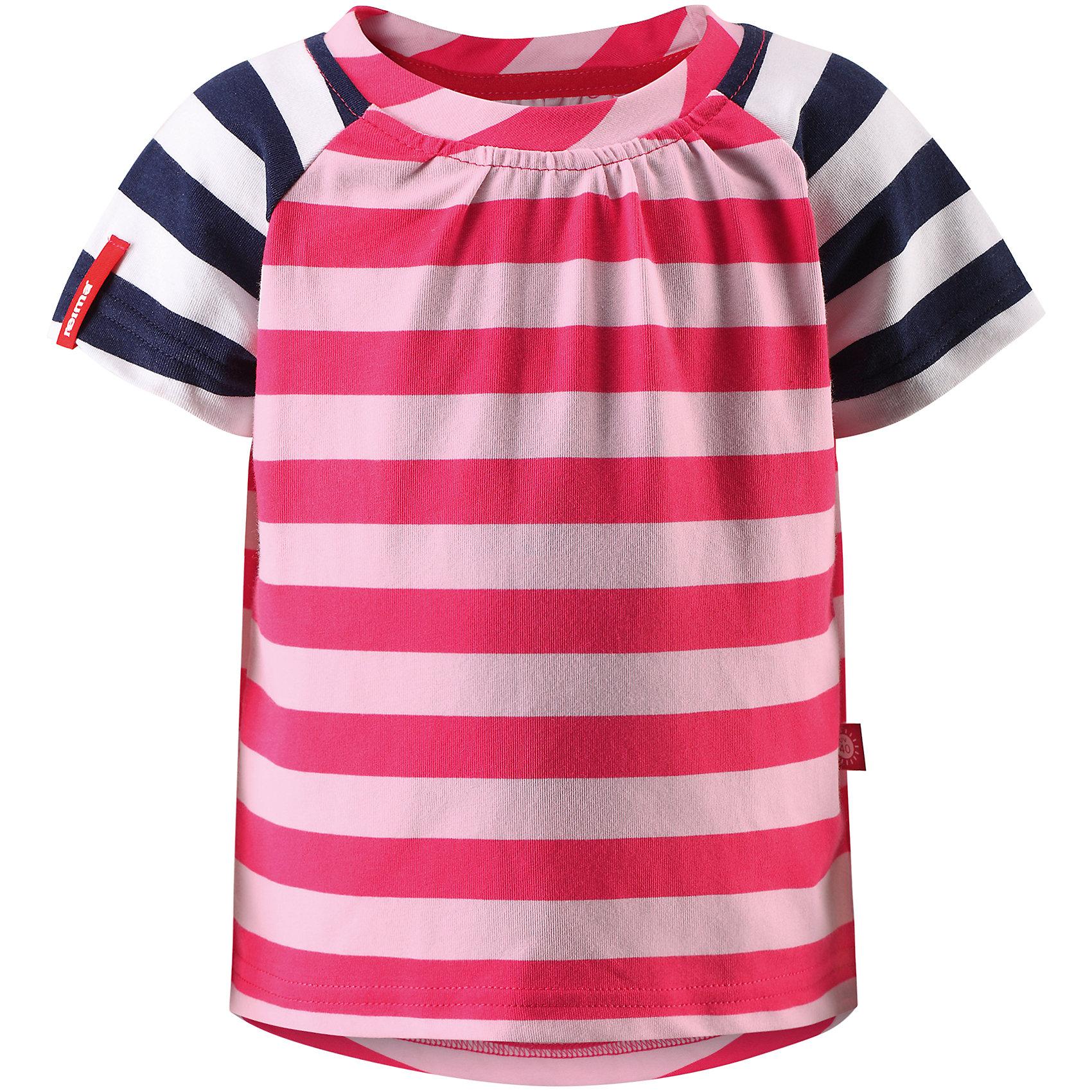 Футболка Sampi для девочки ReimaОдежда<br>Характеристики товара:<br><br>• цвет: розовый<br>• состав: 65% хлопок, 30% полиэстер, 5% эластан<br>• фактор защиты от ультрафиолета: 40+<br>• быстросохнущий, очень приятный на ощупь материал Play Jersey<br>• приятная на ощупь хлопковая поверхность<br>• влагоотводящая изнаночная сторона<br>• страна бренда: Финляндия<br>• страна производства: Китай<br><br>Одежда может быть модной и комфортной одновременно! Удобная симпатичная футболка поможет обеспечить ребенку комфорт - она не стесняет движения и удобно сидит. Модель стильно смотрится, отлично сочетается с различными головными уборами и обувью. Стильный дизайн разрабатывался специально для детей.<br><br>Уход:<br><br>• стирать и гладить, вывернув наизнанку<br>• стирать с бельем одинакового цвета<br>• стирать моющим средством, не содержащим отбеливающие вещества<br>• полоскать без специального средства<br>• придать первоначальную форму вo влажном виде.<br><br>Футболку для девочки от финского бренда Reima (Рейма) можно купить в нашем интернет-магазине.<br><br>Ширина мм: 199<br>Глубина мм: 10<br>Высота мм: 161<br>Вес г: 151<br>Цвет: розовый<br>Возраст от месяцев: 60<br>Возраст до месяцев: 72<br>Пол: Женский<br>Возраст: Детский<br>Размер: 116,128,122,104,98,80,86,92,110<br>SKU: 5271190