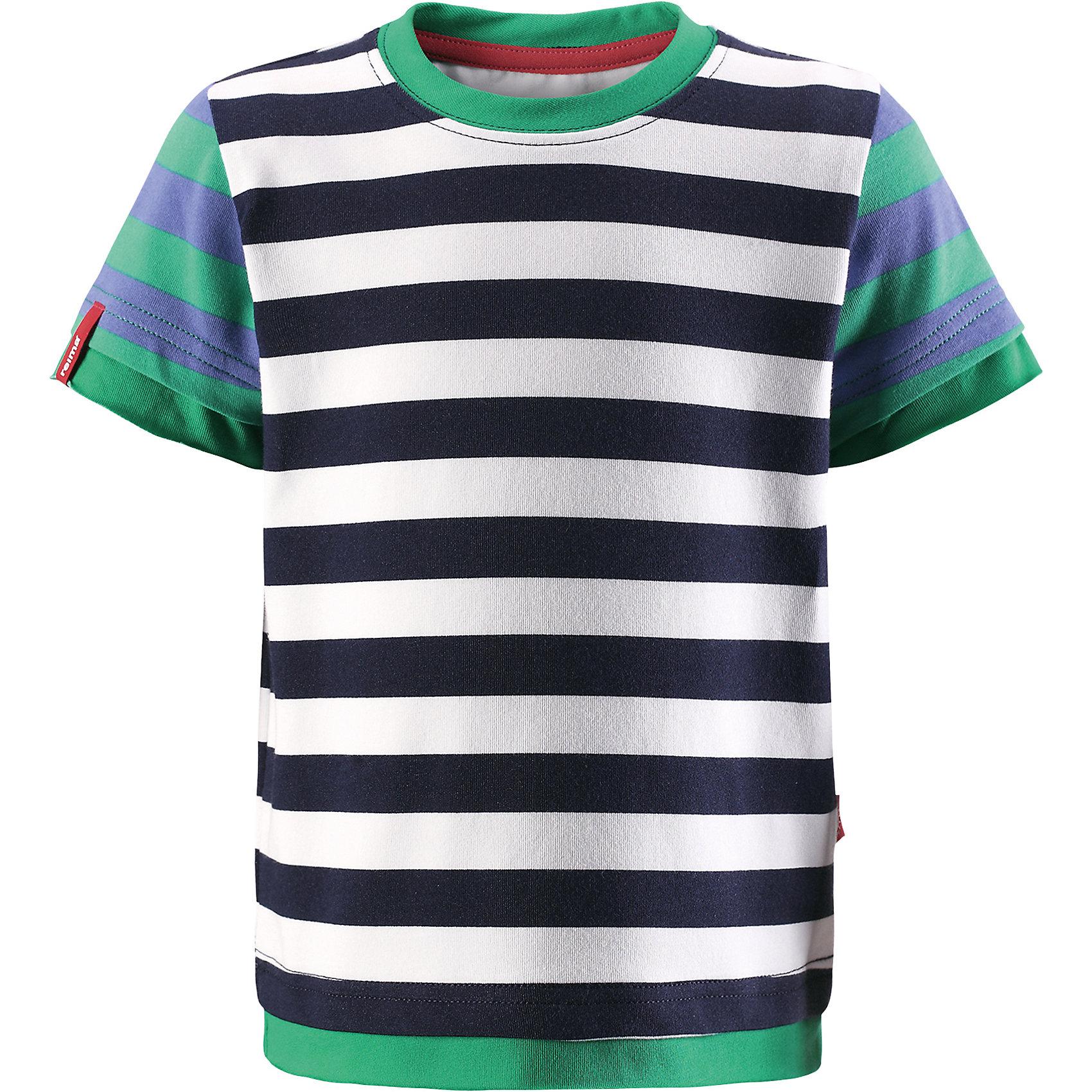 Футболка Kirppu для мальчика ReimaОдежда<br>Характеристики товара:<br><br>• цвет: белый/зелёный<br>• состав: 65% хлопок, 30% полиэстер, 5% эластан<br>• фактор защиты от ультрафиолета: 40+<br>• быстросохнущий, очень приятный на ощупь материал Play Jersey<br>• приятная на ощупь хлопковая поверхность<br>• влагоотводящая изнаночная сторона<br>• страна бренда: Финляндия<br>• страна производства: Китай<br><br>Одежда может быть модной и комфортной одновременно! Удобная симпатичная футболка поможет обеспечить ребенку комфорт - она не стесняет движения и удобно сидит. Модель стильно смотрится, отлично сочетается с различными головными уборами и обувью. Стильный дизайн разрабатывался специально для детей.<br><br>Уход:<br><br>• стирать и гладить, вывернув наизнанку<br>• стирать с бельем одинакового цвета<br>• стирать моющим средством, не содержащим отбеливающие вещества<br>• полоскать без специального средства<br>• придать первоначальную форму вo влажном виде.<br><br>Футболку для мальчика от финского бренда Reima (Рейма) можно купить в нашем интернет-магазине.<br><br>Ширина мм: 199<br>Глубина мм: 10<br>Высота мм: 161<br>Вес г: 151<br>Цвет: синий<br>Возраст от месяцев: 36<br>Возраст до месяцев: 48<br>Пол: Мужской<br>Возраст: Детский<br>Размер: 104,128,116,110,98,80,86,92,122<br>SKU: 5271200
