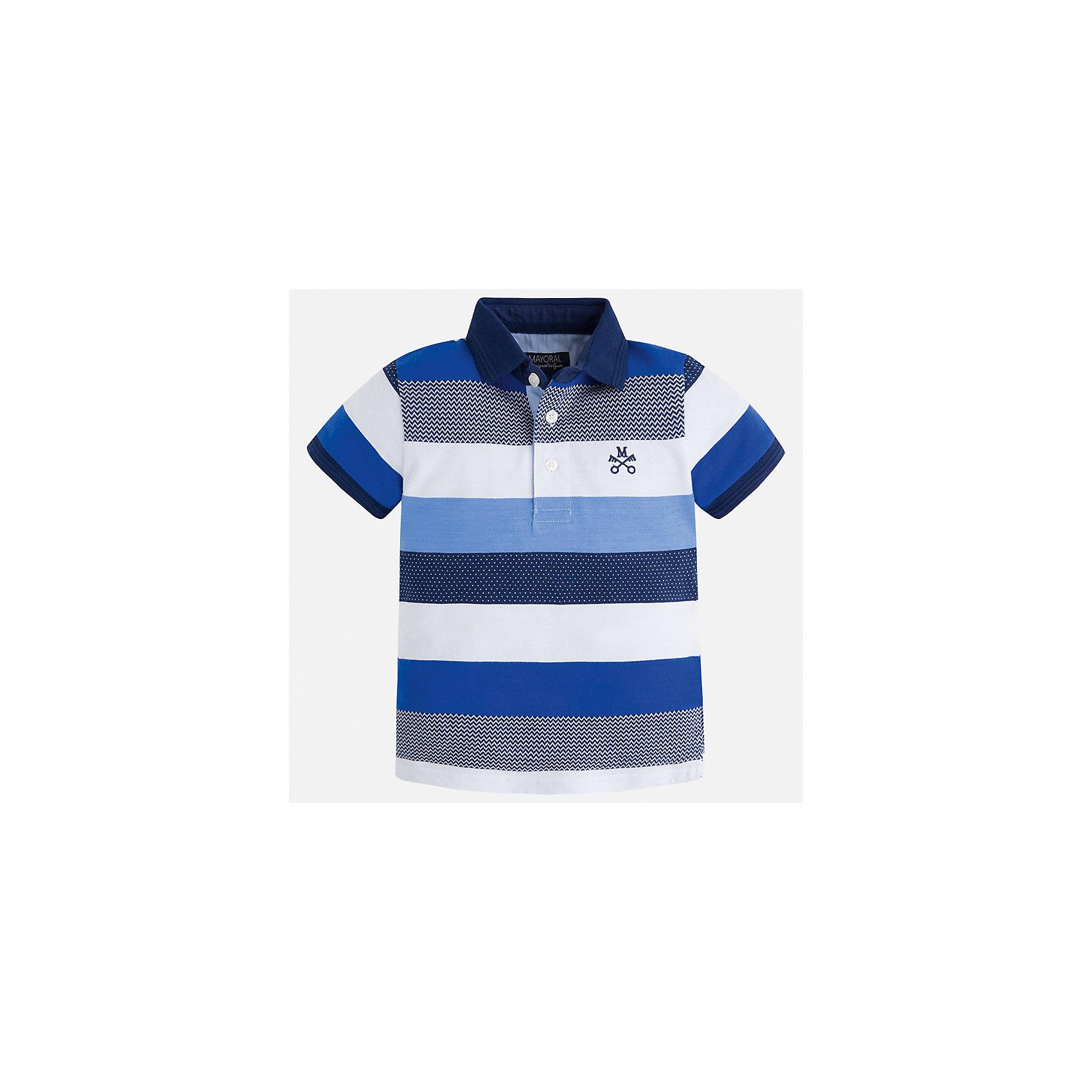 Футболка-поло для мальчика MayoralФутболки, поло и топы<br>Характеристики товара:<br><br>• цвет: белый/синий<br>• состав: 100% хлопок<br>• отложной воротник<br>• короткие рукава<br>• застежка: пуговицы<br>• декорирована вышивкой<br>• страна бренда: Испания<br><br>Модная футболку-поло для мальчика может стать базовой вещью в гардеробе ребенка. Она отлично сочетается с брюками, шортами, джинсами и т.д. Универсальный крой и цвет позволяет подобрать к вещи низ разных расцветок. Практичное и стильное изделие! В составе материала - только натуральный хлопок, гипоаллергенный, приятный на ощупь, дышащий.<br><br>Одежда, обувь и аксессуары от испанского бренда Mayoral полюбились детям и взрослым по всему миру. Модели этой марки - стильные и удобные. Для их производства используются только безопасные, качественные материалы и фурнитура. Порадуйте ребенка модными и красивыми вещами от Mayoral! <br><br>Футболку-поло для мальчика от испанского бренда Mayoral (Майорал) можно купить в нашем интернет-магазине.<br><br>Ширина мм: 230<br>Глубина мм: 40<br>Высота мм: 220<br>Вес г: 250<br>Цвет: голубой<br>Возраст от месяцев: 48<br>Возраст до месяцев: 60<br>Пол: Мужской<br>Возраст: Детский<br>Размер: 110,128,116,122,98,134,92,104<br>SKU: 5271913