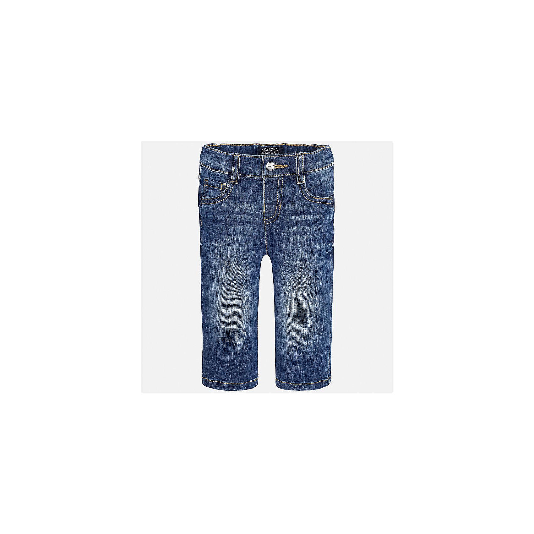 Джинсы для мальчика MayoralДжинсы и брючки<br>Характеристики товара:<br><br>• цвет: синий<br>• состав: 99% хлопок, 1% эластан<br>• имитация потертостей<br>• шлевки<br>• карманы<br>• пояс с регулировкой объема<br>• классический силуэт<br>• страна бренда: Испания<br><br>Модные брюки для мальчика смогут стать базовой вещью в гардеробе ребенка. Они отлично сочетаются с майками, футболками, рубашками и т.д. Универсальный крой и цвет позволяет подобрать к вещи верх разных расцветок. Практичное и стильное изделие! В составе материала - натуральный хлопок, гипоаллергенный, приятный на ощупь, дышащий.<br><br>Одежда, обувь и аксессуары от испанского бренда Mayoral полюбились детям и взрослым по всему миру. Модели этой марки - стильные и удобные. Для их производства используются только безопасные, качественные материалы и фурнитура. Порадуйте ребенка модными и красивыми вещами от Mayoral! <br><br>Брюки для мальчика от испанского бренда Mayoral (Майорал) можно купить в нашем интернет-магазине.<br><br>Ширина мм: 215<br>Глубина мм: 88<br>Высота мм: 191<br>Вес г: 336<br>Цвет: синий<br>Возраст от месяцев: 12<br>Возраст до месяцев: 15<br>Пол: Мужской<br>Возраст: Детский<br>Размер: 80,86,92<br>SKU: 5277616