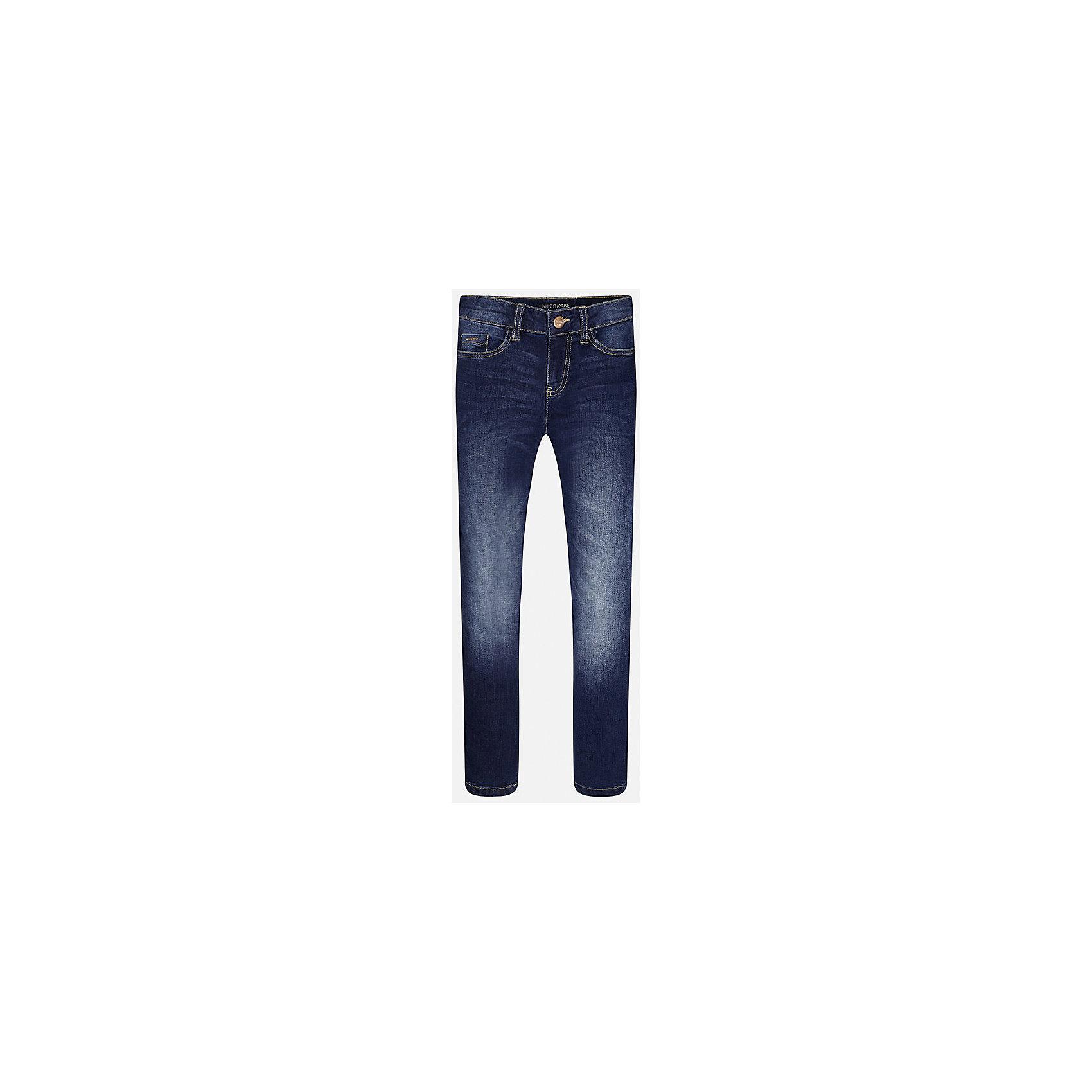 Джинсы для мальчика MayoralДжинсовая одежда<br>Характеристики товара:<br><br>• цвет: синий<br>• состав: 99% хлопок, 1% эластан<br>• имитация потертостей<br>• шлевки<br>• карманы<br>• пояс с регулировкой объема<br>• классический силуэт<br>• страна бренда: Испания<br><br>Стильные удобные брюки для мальчика смогут стать базовой вещью в гардеробе ребенка. Они отлично сочетаются с майками, футболками, рубашками и т.д. Универсальный крой и цвет позволяет подобрать к вещи верх разных расцветок. Практичное и стильное изделие! В составе материала - натуральный хлопок, гипоаллергенный, приятный на ощупь, дышащий.<br><br>Одежда, обувь и аксессуары от испанского бренда Mayoral полюбились детям и взрослым по всему миру. Модели этой марки - стильные и удобные. Для их производства используются только безопасные, качественные материалы и фурнитура. Порадуйте ребенка модными и красивыми вещами от Mayoral! <br><br>Джинсы для мальчика от испанского бренда Mayoral (Майорал) можно купить в нашем интернет-магазине.<br><br>Ширина мм: 215<br>Глубина мм: 88<br>Высота мм: 191<br>Вес г: 336<br>Цвет: синий<br>Возраст от месяцев: 84<br>Возраст до месяцев: 96<br>Пол: Мужской<br>Возраст: Детский<br>Размер: 128/134,170,164,158,152,140<br>SKU: 5277634