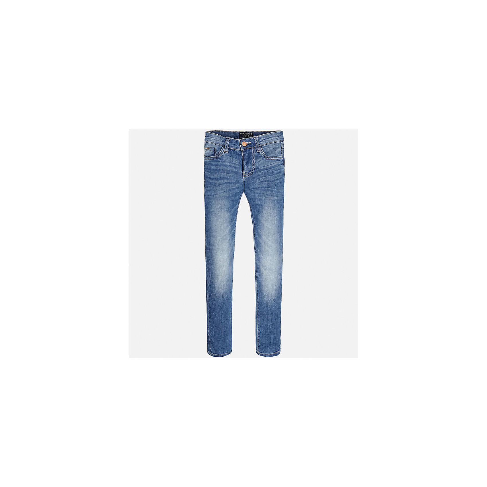 Джинсы для мальчика MayoralДжинсовая одежда<br>Характеристики товара:<br><br>• цвет: синий<br>• состав: 99% хлопок, 1% эластан<br>• имитация потертостей<br>• шлевки<br>• карманы<br>• пояс с регулировкой объема<br>• классический силуэт<br>• страна бренда: Испания<br><br>Стильные удобные джинсы для мальчика смогут стать базовой вещью в гардеробе ребенка. Они отлично сочетаются с майками, футболками, рубашками и т.д. Универсальный крой и цвет позволяет подобрать к вещи верх разных расцветок. Практичное и стильное изделие! В составе материала - натуральный хлопок, гипоаллергенный, приятный на ощупь, дышащий.<br><br>Одежда, обувь и аксессуары от испанского бренда Mayoral полюбились детям и взрослым по всему миру. Модели этой марки - стильные и удобные. Для их производства используются только безопасные, качественные материалы и фурнитура. Порадуйте ребенка модными и красивыми вещами от Mayoral! <br><br>Джинсы для мальчика от испанского бренда Mayoral (Майорал) можно купить в нашем интернет-магазине.<br><br>Ширина мм: 215<br>Глубина мм: 88<br>Высота мм: 191<br>Вес г: 336<br>Цвет: синий<br>Возраст от месяцев: 84<br>Возраст до месяцев: 96<br>Пол: Мужской<br>Возраст: Детский<br>Размер: 128/134,152,170,164,158,140<br>SKU: 5277641