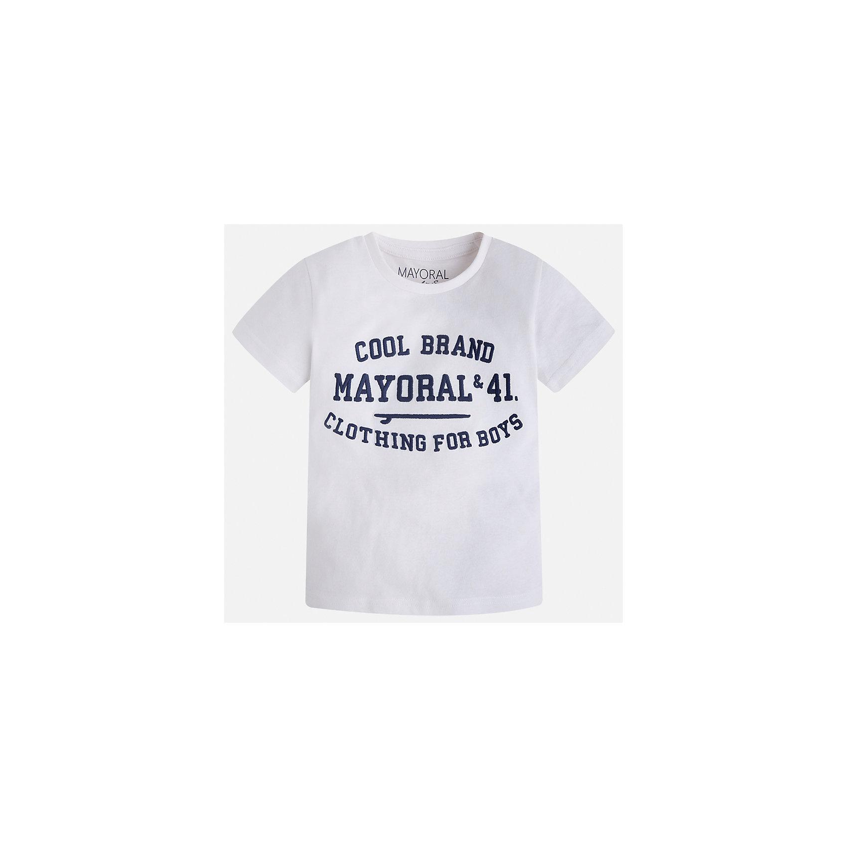 Футболка для мальчика MayoralФутболки, поло и топы<br>Характеристики товара:<br><br>• цвет: белый<br>• состав: 100% хлопок<br>• мягкая отделка ворота<br>• короткие рукава<br>• округлая горловина<br>• декорирована принтом<br>• страна бренда: Испания<br><br>Стильная удобная футболка для мальчика может стать базовой вещью в гардеробе ребенка. Она отлично сочетается с брюками, шортами, джинсами. Универсальный крой и цвет позволяет подобрать к вещи низ разных расцветок. Практичное и стильное изделие! В составе материала - только натуральный хлопок, гипоаллергенный, приятный на ощупь, дышащий.<br><br>Одежда, обувь и аксессуары от испанского бренда Mayoral полюбились детям и взрослым по всему миру. Модели этой марки - стильные и удобные. Для их производства используются только безопасные, качественные материалы и фурнитура. Порадуйте ребенка модными и красивыми вещами от Mayoral! <br><br>Футболку для мальчика от испанского бренда Mayoral (Майорал) можно купить в нашем интернет-магазине.<br><br>Ширина мм: 199<br>Глубина мм: 10<br>Высота мм: 161<br>Вес г: 151<br>Цвет: белый<br>Возраст от месяцев: 48<br>Возраст до месяцев: 60<br>Пол: Мужской<br>Возраст: Детский<br>Размер: 110,104,92,98,122,134,128,116<br>SKU: 5277812