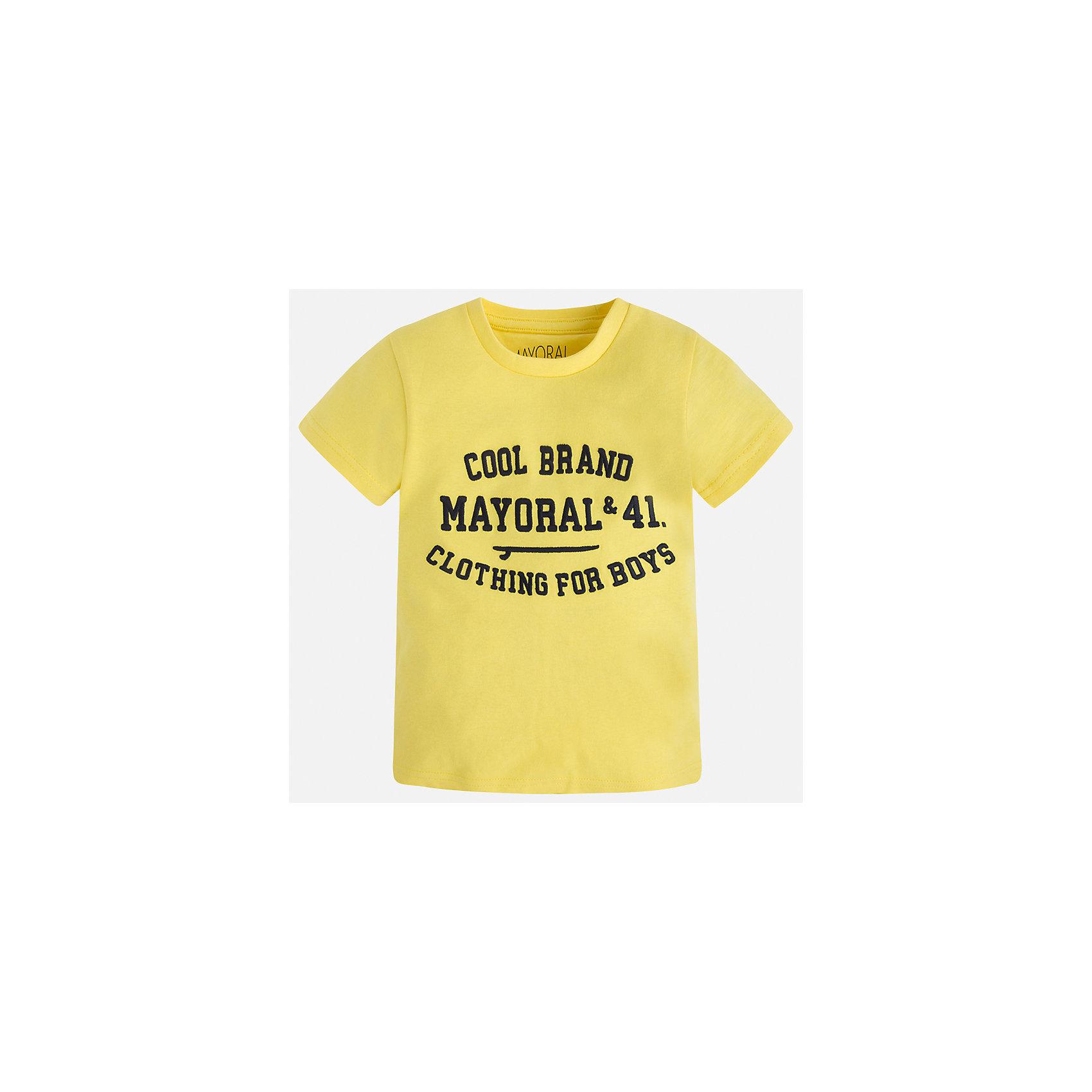 Футболка для мальчика MayoralФутболки, поло и топы<br>Характеристики товара:<br><br>• цвет: желтый<br>• состав: 100% хлопок<br>• мягкая отделка ворота<br>• короткие рукава<br>• округлая горловина<br>• декорирована принтом<br>• страна бренда: Испания<br><br>Стильная удобная футболка для мальчика может стать базовой вещью в гардеробе ребенка. Она отлично сочетается с брюками, шортами, джинсами. Универсальный крой и цвет позволяет подобрать к вещи низ разных расцветок. Практичное и стильное изделие! В составе материала - только натуральный хлопок, гипоаллергенный, приятный на ощупь, дышащий.<br><br>Одежда, обувь и аксессуары от испанского бренда Mayoral полюбились детям и взрослым по всему миру. Модели этой марки - стильные и удобные. Для их производства используются только безопасные, качественные материалы и фурнитура. Порадуйте ребенка модными и красивыми вещами от Mayoral! <br><br>Футболку для мальчика от испанского бренда Mayoral (Майорал) можно купить в нашем интернет-магазине.<br><br>Ширина мм: 199<br>Глубина мм: 10<br>Высота мм: 161<br>Вес г: 151<br>Цвет: желтый<br>Возраст от месяцев: 24<br>Возраст до месяцев: 36<br>Пол: Мужской<br>Возраст: Детский<br>Размер: 98,134,128,122,116,110,104,92<br>SKU: 5277839