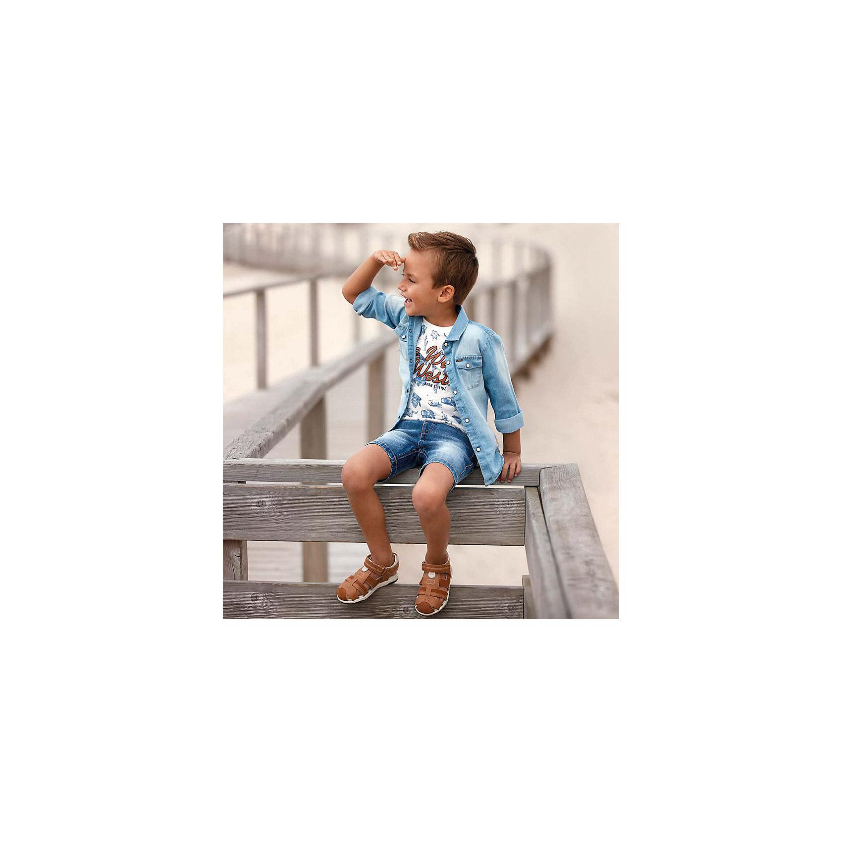 Бриджи джинсовые для мальчика MayoralДжинсовая одежда<br>Характеристики товара:<br><br>• цвет: синий<br>• состав: 99% хлопок, 1% эластан<br>• имитация потертостей<br>• пояс с регулировкой объема<br>• карманы<br>• шлевки<br>• классический силуэт<br>• страна бренда: Испания<br><br>Модные бриджи для мальчика смогут стать базовой вещью в гардеробе ребенка. Они отлично сочетаются с майками, футболками, рубашками и т.д. Универсальный крой и цвет позволяет подобрать к вещи верх разных расцветок. Практичное и стильное изделие! В составе материала - натуральный хлопок, гипоаллергенный, приятный на ощупь, дышащий.<br><br>Одежда, обувь и аксессуары от испанского бренда Mayoral полюбились детям и взрослым по всему миру. Модели этой марки - стильные и удобные. Для их производства используются только безопасные, качественные материалы и фурнитура. Порадуйте ребенка модными и красивыми вещами от Mayoral! <br><br>Бриджи для мальчика от испанского бренда Mayoral (Майорал) можно купить в нашем интернет-магазине.<br><br>Ширина мм: 191<br>Глубина мм: 10<br>Высота мм: 175<br>Вес г: 273<br>Цвет: синий<br>Возраст от месяцев: 84<br>Возраст до месяцев: 96<br>Пол: Мужской<br>Возраст: Детский<br>Размер: 128,98,122,92,110,116,134,104<br>SKU: 5277916