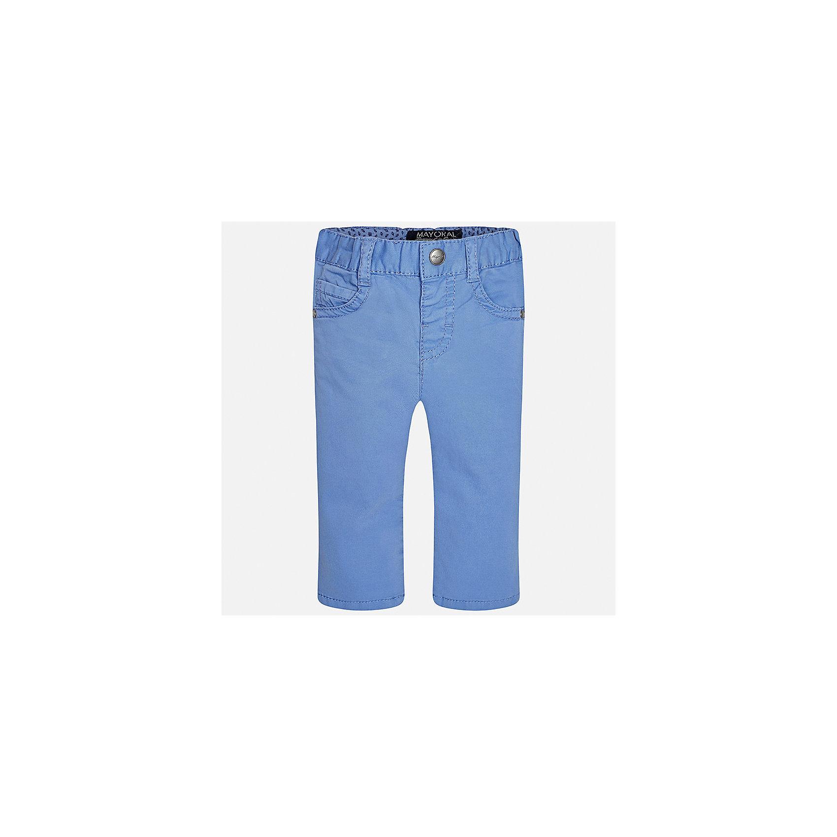 Брюки для мальчика MayoralБрюки<br>Характеристики товара:<br><br>• цвет: голубой<br>• состав: 98% хлопок, 2% эластан<br>• контрастная прострочка<br>• шлевки<br>• карманы<br>• пояс с регулировкой размера<br>• классический силуэт<br>• страна бренда: Испания<br><br>Модные брюки для мальчика смогут стать базовой вещью в гардеробе ребенка. Они отлично сочетаются с майками, футболками, рубашками и т.д. Практичное и стильное изделие! В составе материала - натуральный хлопок, гипоаллергенный, приятный на ощупь, дышащий.<br><br>Брюки для мальчика от испанского бренда Mayoral (Майорал) можно купить в нашем интернет-магазине.<br><br>Ширина мм: 215<br>Глубина мм: 88<br>Высота мм: 191<br>Вес г: 336<br>Цвет: белый<br>Возраст от месяцев: 12<br>Возраст до месяцев: 18<br>Пол: Мужской<br>Возраст: Детский<br>Размер: 86,80,92<br>SKU: 5278021