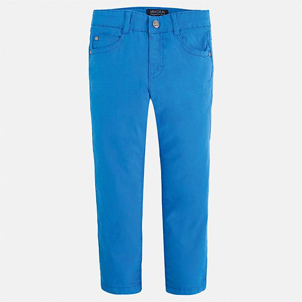 Брюки для мальчика MayoralБрюки<br>Характеристики товара:<br><br>• цвет: голубой<br>• состав: 98% хлопок, 2% эластан<br>• застежка: кнопка<br>• шлевки<br>• карманы<br>• пояс с регулировкой размера<br>• классический силуэт<br>• страна бренда: Испания<br><br>Модные брюки для мальчика смогут стать базовой вещью в гардеробе ребенка. Они отлично сочетаются с майками, футболками, рубашками и т.д. Универсальный крой и цвет позволяет подобрать к вещи верх разных расцветок. Практичное и стильное изделие! В составе материала - натуральный хлопок, гипоаллергенный, приятный на ощупь, дышащий.<br><br>Одежда, обувь и аксессуары от испанского бренда Mayoral полюбились детям и взрослым по всему миру. Модели этой марки - стильные и удобные. Для их производства используются только безопасные, качественные материалы и фурнитура. Порадуйте ребенка модными и красивыми вещами от Mayoral! <br><br>Брюки для мальчика от испанского бренда Mayoral (Майорал) можно купить в нашем интернет-магазине.<br>Ширина мм: 215; Глубина мм: 88; Высота мм: 191; Вес г: 336; Цвет: голубой; Возраст от месяцев: 18; Возраст до месяцев: 24; Пол: Мужской; Возраст: Детский; Размер: 92,110,116,122,128,134,104,98; SKU: 5278026;
