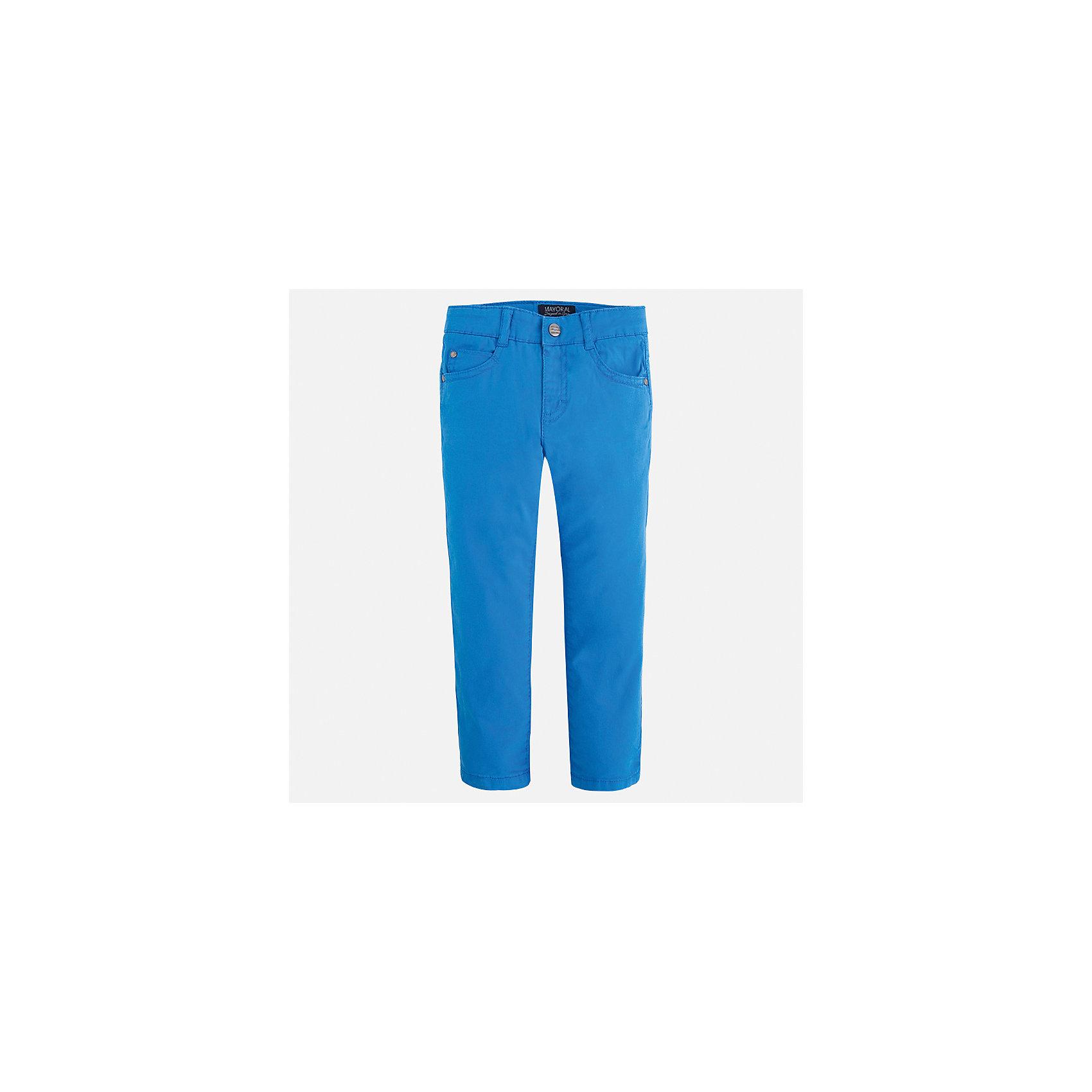 Брюки для мальчика MayoralБрюки<br>Характеристики товара:<br><br>• цвет: голубой<br>• состав: 98% хлопок, 2% эластан<br>• застежка: кнопка<br>• шлевки<br>• карманы<br>• пояс с регулировкой размера<br>• классический силуэт<br>• страна бренда: Испания<br><br>Модные брюки для мальчика смогут стать базовой вещью в гардеробе ребенка. Они отлично сочетаются с майками, футболками, рубашками и т.д. Универсальный крой и цвет позволяет подобрать к вещи верх разных расцветок. Практичное и стильное изделие! В составе материала - натуральный хлопок, гипоаллергенный, приятный на ощупь, дышащий.<br><br>Одежда, обувь и аксессуары от испанского бренда Mayoral полюбились детям и взрослым по всему миру. Модели этой марки - стильные и удобные. Для их производства используются только безопасные, качественные материалы и фурнитура. Порадуйте ребенка модными и красивыми вещами от Mayoral! <br><br>Брюки для мальчика от испанского бренда Mayoral (Майорал) можно купить в нашем интернет-магазине.<br><br>Ширина мм: 215<br>Глубина мм: 88<br>Высота мм: 191<br>Вес г: 336<br>Цвет: голубой<br>Возраст от месяцев: 18<br>Возраст до месяцев: 24<br>Пол: Мужской<br>Возраст: Детский<br>Размер: 92,110,98,104,134,128,122,116<br>SKU: 5278026