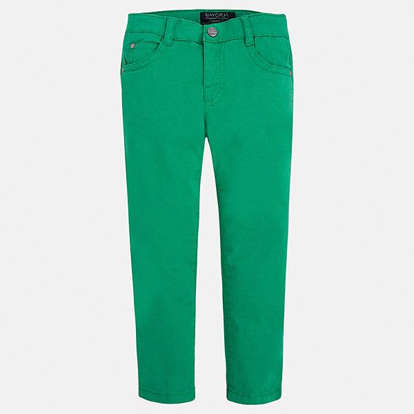 Брюки для мальчика MayoralБрюки<br>Характеристики товара:<br><br>• цвет: зеленый<br>• состав: 98% хлопок, 2% эластан<br>• застежка: кнопка<br>• шлевки<br>• карманы<br>• пояс с регулировкой размера<br>• классический силуэт<br>• страна бренда: Испания<br><br>Модные брюки для мальчика смогут стать базовой вещью в гардеробе ребенка. Они отлично сочетаются с майками, футболками, рубашками и т.д. Универсальный крой и цвет позволяет подобрать к вещи верх разных расцветок. Практичное и стильное изделие! В составе материала - натуральный хлопок, гипоаллергенный, приятный на ощупь, дышащий.<br><br>Одежда, обувь и аксессуары от испанского бренда Mayoral полюбились детям и взрослым по всему миру. Модели этой марки - стильные и удобные. Для их производства используются только безопасные, качественные материалы и фурнитура. Порадуйте ребенка модными и красивыми вещами от Mayoral! <br><br>Брюки для мальчика от испанского бренда Mayoral (Майорал) можно купить в нашем интернет-магазине.<br>Ширина мм: 215; Глубина мм: 88; Высота мм: 191; Вес г: 336; Цвет: зеленый; Возраст от месяцев: 96; Возраст до месяцев: 108; Пол: Мужской; Возраст: Детский; Размер: 134,122,128,104,98,92,116,110; SKU: 5278035;