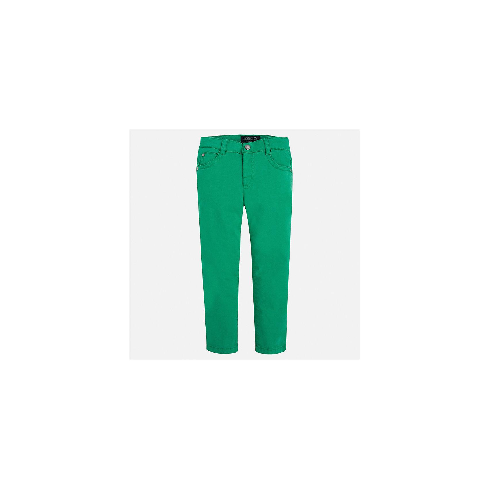 Брюки для мальчика MayoralБрюки<br>Характеристики товара:<br><br>• цвет: зеленый<br>• состав: 98% хлопок, 2% эластан<br>• застежка: кнопка<br>• шлевки<br>• карманы<br>• пояс с регулировкой размера<br>• классический силуэт<br>• страна бренда: Испания<br><br>Модные брюки для мальчика смогут стать базовой вещью в гардеробе ребенка. Они отлично сочетаются с майками, футболками, рубашками и т.д. Универсальный крой и цвет позволяет подобрать к вещи верх разных расцветок. Практичное и стильное изделие! В составе материала - натуральный хлопок, гипоаллергенный, приятный на ощупь, дышащий.<br><br>Одежда, обувь и аксессуары от испанского бренда Mayoral полюбились детям и взрослым по всему миру. Модели этой марки - стильные и удобные. Для их производства используются только безопасные, качественные материалы и фурнитура. Порадуйте ребенка модными и красивыми вещами от Mayoral! <br><br>Брюки для мальчика от испанского бренда Mayoral (Майорал) можно купить в нашем интернет-магазине.<br><br>Ширина мм: 215<br>Глубина мм: 88<br>Высота мм: 191<br>Вес г: 336<br>Цвет: зеленый<br>Возраст от месяцев: 96<br>Возраст до месяцев: 108<br>Пол: Мужской<br>Возраст: Детский<br>Размер: 134,128,116,110,104,98,92,122<br>SKU: 5278035