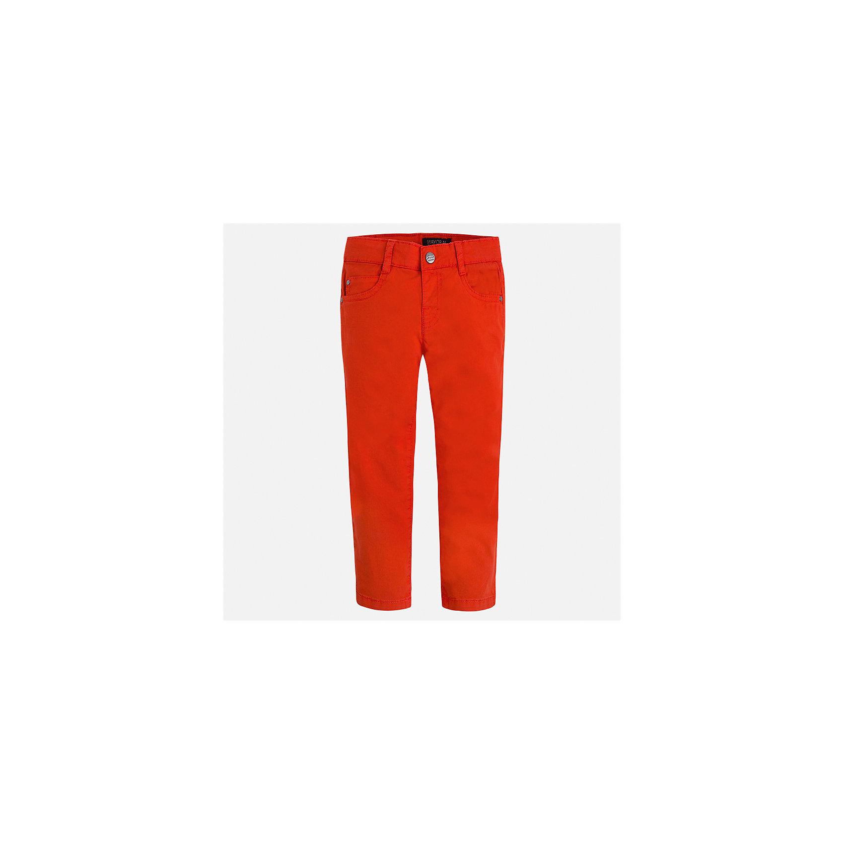Брюки для мальчика MayoralБрюки<br>Характеристики товара:<br><br>• цвет: красный<br>• состав: 98% хлопок, 2% эластан<br>• застежка: кнопка<br>• шлевки<br>• карманы<br>• пояс с регулировкой размера<br>• классический силуэт<br>• страна бренда: Испания<br><br>Модные брюки для мальчика смогут стать базовой вещью в гардеробе ребенка. Они отлично сочетаются с майками, футболками, рубашками и т.д. Универсальный крой и цвет позволяет подобрать к вещи верх разных расцветок. Практичное и стильное изделие! В составе материала - натуральный хлопок, гипоаллергенный, приятный на ощупь, дышащий.<br><br>Одежда, обувь и аксессуары от испанского бренда Mayoral полюбились детям и взрослым по всему миру. Модели этой марки - стильные и удобные. Для их производства используются только безопасные, качественные материалы и фурнитура. Порадуйте ребенка модными и красивыми вещами от Mayoral! <br><br>Брюки для мальчика от испанского бренда Mayoral (Майорал) можно купить в нашем интернет-магазине.<br><br>Ширина мм: 215<br>Глубина мм: 88<br>Высота мм: 191<br>Вес г: 336<br>Цвет: красный<br>Возраст от месяцев: 36<br>Возраст до месяцев: 48<br>Пол: Мужской<br>Возраст: Детский<br>Размер: 122,92,98,134,128,104,110,116<br>SKU: 5278053