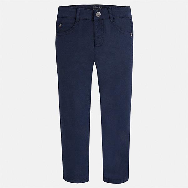 Брюки для мальчика MayoralБрюки<br>Характеристики товара:<br><br>• цвет: темно-синий<br>• состав: 98% хлопок, 2% эластан<br>• застежка: кнопка<br>• шлевки<br>• карманы<br>• пояс с регулировкой размера<br>• классический силуэт<br>• страна бренда: Испания<br><br>Модные брюки для мальчика смогут стать базовой вещью в гардеробе ребенка. Они отлично сочетаются с майками, футболками, рубашками и т.д. Универсальный крой и цвет позволяет подобрать к вещи верх разных расцветок. Практичное и стильное изделие! В составе материала - натуральный хлопок, гипоаллергенный, приятный на ощупь, дышащий.<br><br>Одежда, обувь и аксессуары от испанского бренда Mayoral полюбились детям и взрослым по всему миру. Модели этой марки - стильные и удобные. Для их производства используются только безопасные, качественные материалы и фурнитура. Порадуйте ребенка модными и красивыми вещами от Mayoral! <br><br>Брюки для мальчика от испанского бренда Mayoral (Майорал) можно купить в нашем интернет-магазине.<br>Ширина мм: 215; Глубина мм: 88; Высота мм: 191; Вес г: 336; Цвет: синий; Возраст от месяцев: 18; Возраст до месяцев: 24; Пол: Мужской; Возраст: Детский; Размер: 92,134,98,104,110,116,122,128; SKU: 5278062;