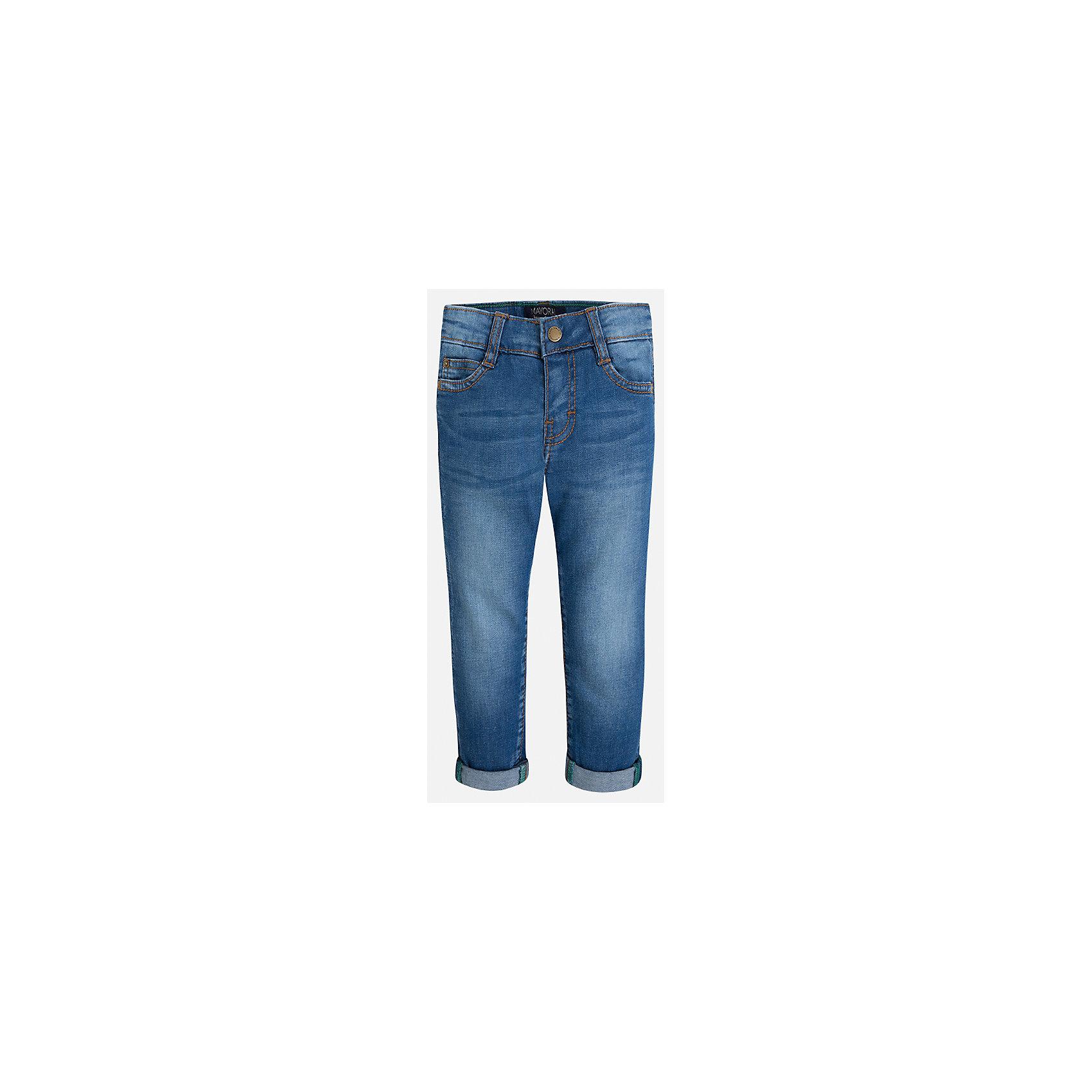 Джинсы для мальчика MayoralДжинсовая одежда<br>Характеристики товара:<br><br>• цвет: синий<br>• состав: 97% хлопок, 3% эластан<br>• имитация потертости<br>• шлевки<br>• карманы<br>• отвороты<br>• классический силуэт<br>• страна бренда: Испания<br><br>Модные брюки для мальчика смогут стать базовой вещью в гардеробе ребенка. Они отлично сочетаются с майками, футболками, рубашками и т.д. Универсальный крой и цвет позволяет подобрать к вещи верх разных расцветок. Практичное и стильное изделие! В составе материала - натуральный хлопок, гипоаллергенный, приятный на ощупь, дышащий.<br><br>Одежда, обувь и аксессуары от испанского бренда Mayoral полюбились детям и взрослым по всему миру. Модели этой марки - стильные и удобные. Для их производства используются только безопасные, качественные материалы и фурнитура. Порадуйте ребенка модными и красивыми вещами от Mayoral! <br><br>Брюки для мальчика от испанского бренда Mayoral (Майорал) можно купить в нашем интернет-магазине.<br><br>Ширина мм: 215<br>Глубина мм: 88<br>Высота мм: 191<br>Вес г: 336<br>Цвет: синий<br>Возраст от месяцев: 18<br>Возраст до месяцев: 24<br>Пол: Мужской<br>Возраст: Детский<br>Размер: 92,134,128,122,116,110,104,98<br>SKU: 5278098