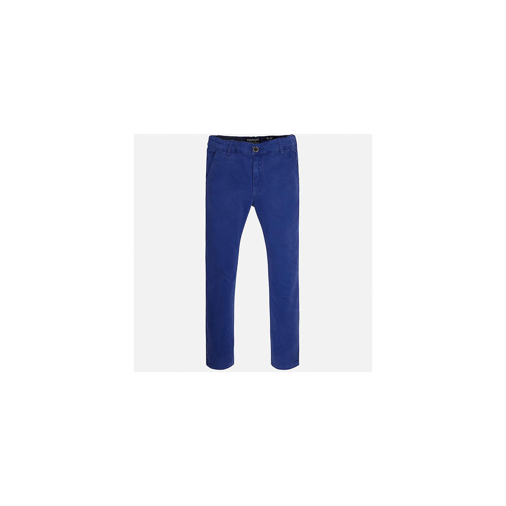 Брюки для мальчика MayoralБрюки<br>Характеристики товара:<br><br>• цвет: синий<br>• состав: 97% хлопок, 3% эластан<br>• застежка: пуговица<br>• шлевки<br>• карманы<br>• пояс с регулировкой размера<br>• классический силуэт<br>• страна бренда: Испания<br><br>Стильные и удобные брюки для мальчика смогут стать базовой вещью в гардеробе ребенка. Они отлично сочетаются с майками, футболками, рубашками и т.д. Универсальный крой и цвет позволяет подобрать к вещи верх разных расцветок. Практичное и стильное изделие! В составе материала - натуральный хлопок, гипоаллергенный, приятный на ощупь, дышащий.<br><br>Одежда, обувь и аксессуары от испанского бренда Mayoral полюбились детям и взрослым по всему миру. Модели этой марки - стильные и удобные. Для их производства используются только безопасные, качественные материалы и фурнитура. Порадуйте ребенка модными и красивыми вещами от Mayoral! <br><br>Брюки для мальчика от испанского бренда Mayoral (Майорал) можно купить в нашем интернет-магазине.<br><br>Ширина мм: 215<br>Глубина мм: 88<br>Высота мм: 191<br>Вес г: 336<br>Цвет: синий<br>Возраст от месяцев: 84<br>Возраст до месяцев: 96<br>Пол: Мужской<br>Возраст: Детский<br>Размер: 128/134,152,158,164,170,140<br>SKU: 5278134
