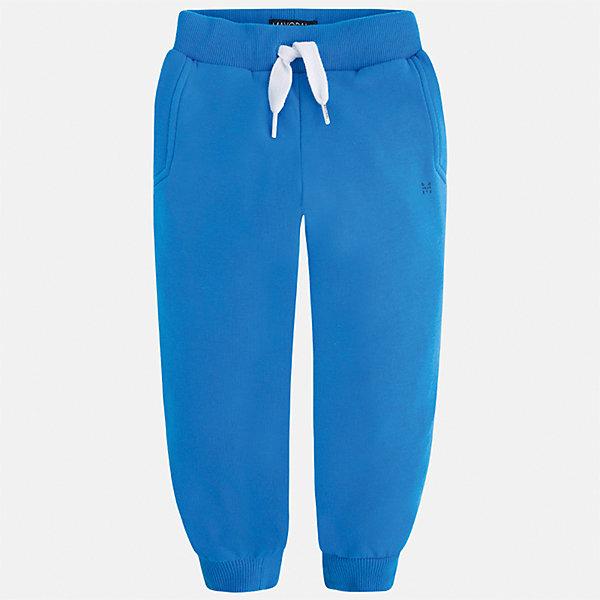 Брюки спортивные для мальчика MayoralБрюки<br>Характеристики товара:<br><br>• цвет: голубой<br>• состав: 58% хлопок, 38% полиэстер, 4% эластан<br>• манжеты<br>• карманы<br>• пояс - широкая резинка и шнурок<br>• страна бренда: Испания<br><br>Спортивные брюки для мальчика помогут обеспечить ребенку комфорт. Они отлично сочетаются с майками, футболками, куртками и т.д. Универсальный крой и цвет позволяет подобрать к вещи верх разных расцветок. Практичное и стильное изделие! В составе материала - натуральный хлопок, гипоаллергенный, приятный на ощупь, дышащий.<br><br>Одежда, обувь и аксессуары от испанского бренда Mayoral полюбились детям и взрослым по всему миру. Модели этой марки - стильные и удобные. Для их производства используются только безопасные, качественные материалы и фурнитура. Порадуйте ребенка модными и красивыми вещами от Mayoral! <br><br>Брюки для мальчика от испанского бренда Mayoral (Майорал) можно купить в нашем интернет-магазине.<br><br>Ширина мм: 215<br>Глубина мм: 88<br>Высота мм: 191<br>Вес г: 336<br>Цвет: голубой<br>Возраст от месяцев: 18<br>Возраст до месяцев: 24<br>Пол: Мужской<br>Возраст: Детский<br>Размер: 92,104,110,116,128,134,122,98<br>SKU: 5278214