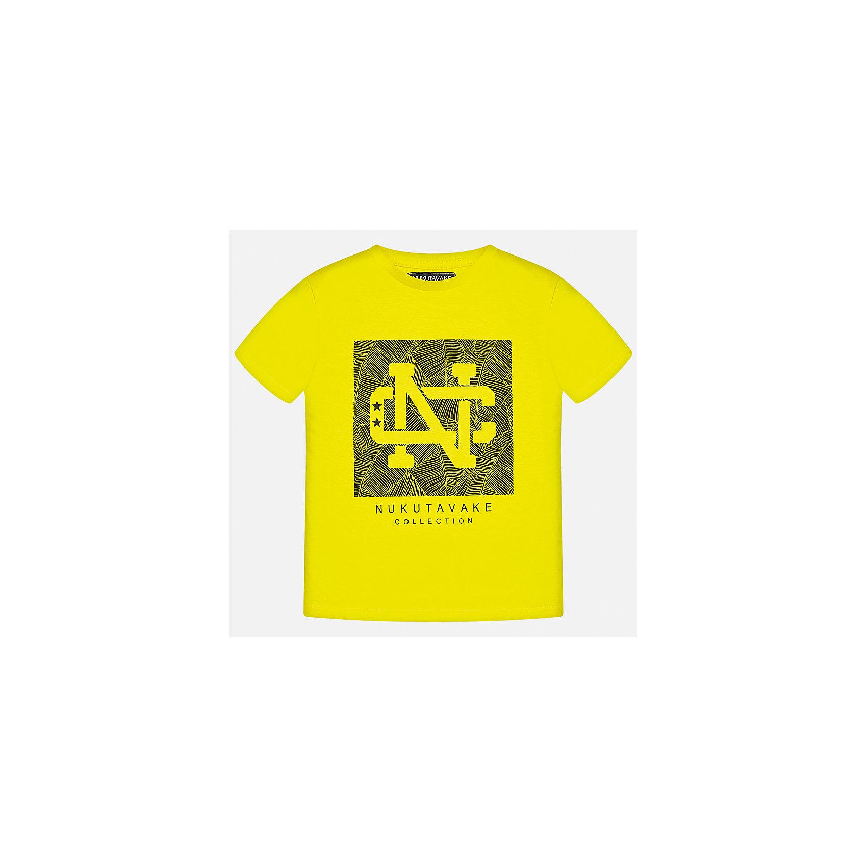 Футболка для мальчика MayoralФутболки, поло и топы<br>Характеристики товара:<br><br>• цвет: желтый<br>• состав: 100% хлопок<br>• круглый горловой вырез<br>• декорирована принтом<br>• короткие рукава<br>• отделка горловины<br>• страна бренда: Испания<br><br>Стильная удобная футболка с принтом поможет разнообразить гардероб мальчика. Она отлично сочетается с брюками, шортами, джинсами. Универсальный крой и цвет позволяет подобрать к вещи низ разных расцветок. Практичное и стильное изделие! Хорошо смотрится и комфортно сидит на детях. В составе материала - натуральный хлопок, гипоаллергенный, приятный на ощупь, дышащий. <br><br>Одежда, обувь и аксессуары от испанского бренда Mayoral полюбились детям и взрослым по всему миру. Модели этой марки - стильные и удобные. Для их производства используются только безопасные, качественные материалы и фурнитура. Порадуйте ребенка модными и красивыми вещами от Mayoral! <br><br>Футболку для мальчика от испанского бренда Mayoral (Майорал) можно купить в нашем интернет-магазине.<br><br>Ширина мм: 199<br>Глубина мм: 10<br>Высота мм: 161<br>Вес г: 151<br>Цвет: желтый<br>Возраст от месяцев: 84<br>Возраст до месяцев: 96<br>Пол: Мужской<br>Возраст: Детский<br>Размер: 128/134,158,164,170,140,152<br>SKU: 5278272
