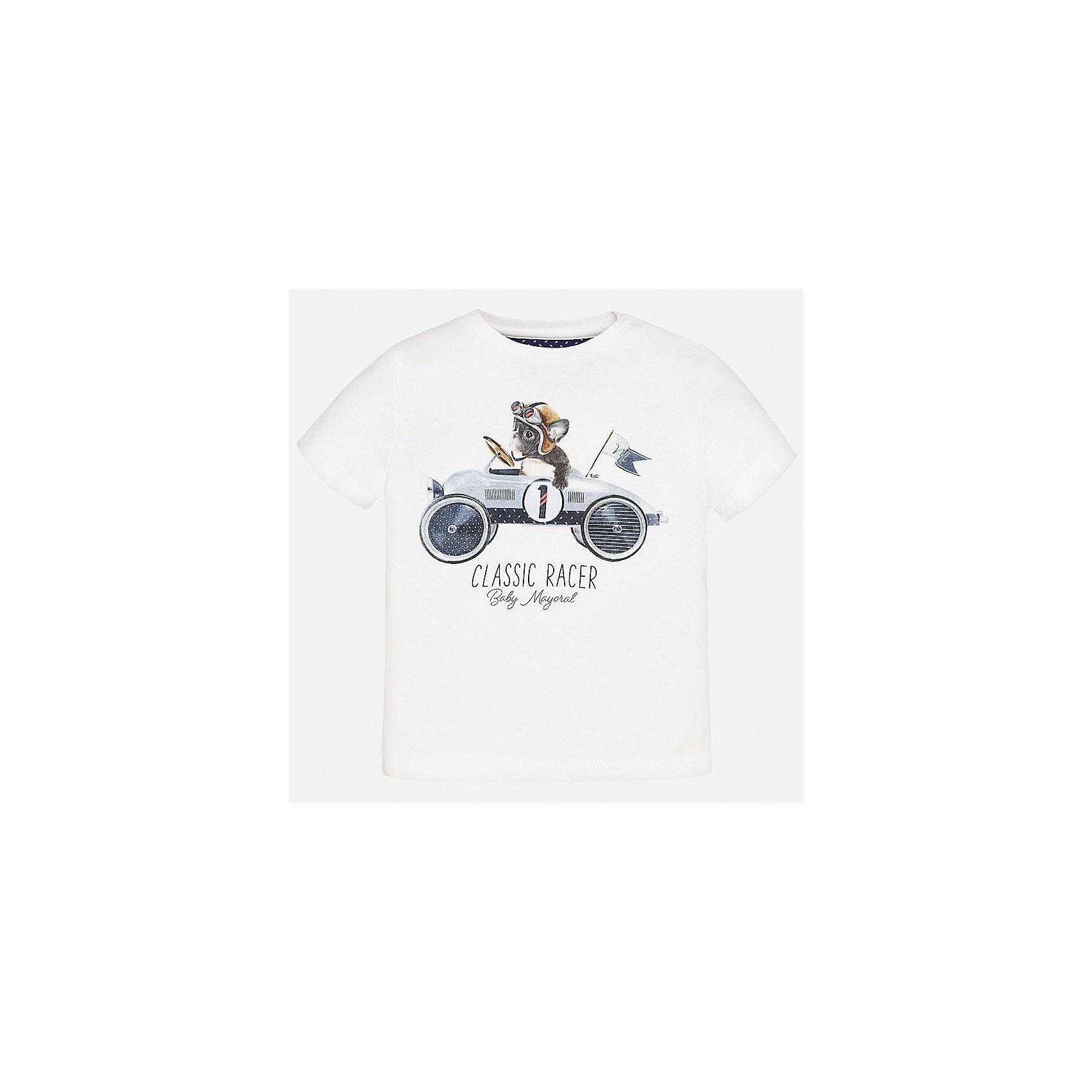 Футболка для мальчика MayoralФутболки, топы<br>Характеристики товара:<br><br>• цвет: белый<br>• состав: 100% хлопок<br>• круглый горловой вырез<br>• декорирована принтом<br>• короткие рукава<br>• мягкая отделка горловины<br>• страна бренда: Испания<br><br>Стильная удобная футболка с принтом поможет разнообразить гардероб мальчика. Она отлично сочетается с брюками, шортами, джинсами. Универсальный крой и цвет позволяет подобрать к вещи низ разных расцветок. Практичное и стильное изделие! Хорошо смотрится и комфортно сидит на детях. В составе материала - натуральный хлопок, гипоаллергенный, приятный на ощупь, дышащий. <br><br>Одежда, обувь и аксессуары от испанского бренда Mayoral полюбились детям и взрослым по всему миру. Модели этой марки - стильные и удобные. Для их производства используются только безопасные, качественные материалы и фурнитура. Порадуйте ребенка модными и красивыми вещами от Mayoral! <br><br>Футболку для мальчика от испанского бренда Mayoral (Майорал) можно купить в нашем интернет-магазине.<br><br>Ширина мм: 199<br>Глубина мм: 10<br>Высота мм: 161<br>Вес г: 151<br>Цвет: белый<br>Возраст от месяцев: 12<br>Возраст до месяцев: 15<br>Пол: Мужской<br>Возраст: Детский<br>Размер: 80,74,92,86<br>SKU: 5278377