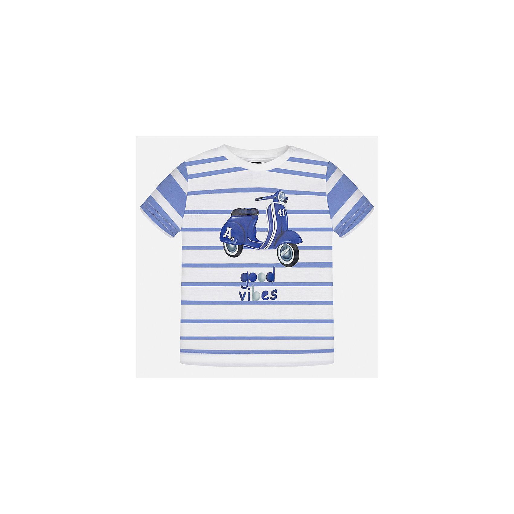 Футболка для мальчика MayoralФутболки, топы<br>Характеристики товара:<br><br>• цвет: белый/синий<br>• состав: 100% хлопок<br>• круглый горловой вырез<br>• декорирована принтом<br>• короткие рукава<br>• мягкая отделка горловины<br>• страна бренда: Испания<br><br>Стильная удобная футболка с принтом поможет разнообразить гардероб мальчика. Она отлично сочетается с брюками, шортами, джинсами. Универсальный крой и цвет позволяет подобрать к вещи низ разных расцветок. Практичное и стильное изделие! Хорошо смотрится и комфортно сидит на детях. В составе материала - натуральный хлопок, гипоаллергенный, приятный на ощупь, дышащий. <br><br>Одежда, обувь и аксессуары от испанского бренда Mayoral полюбились детям и взрослым по всему миру. Модели этой марки - стильные и удобные. Для их производства используются только безопасные, качественные материалы и фурнитура. Порадуйте ребенка модными и красивыми вещами от Mayoral! <br><br>Футболку для мальчика от испанского бренда Mayoral (Майорал) можно купить в нашем интернет-магазине.<br><br>Ширина мм: 199<br>Глубина мм: 10<br>Высота мм: 161<br>Вес г: 151<br>Цвет: белый<br>Возраст от месяцев: 12<br>Возраст до месяцев: 15<br>Пол: Мужской<br>Возраст: Детский<br>Размер: 80,92,86<br>SKU: 5278401
